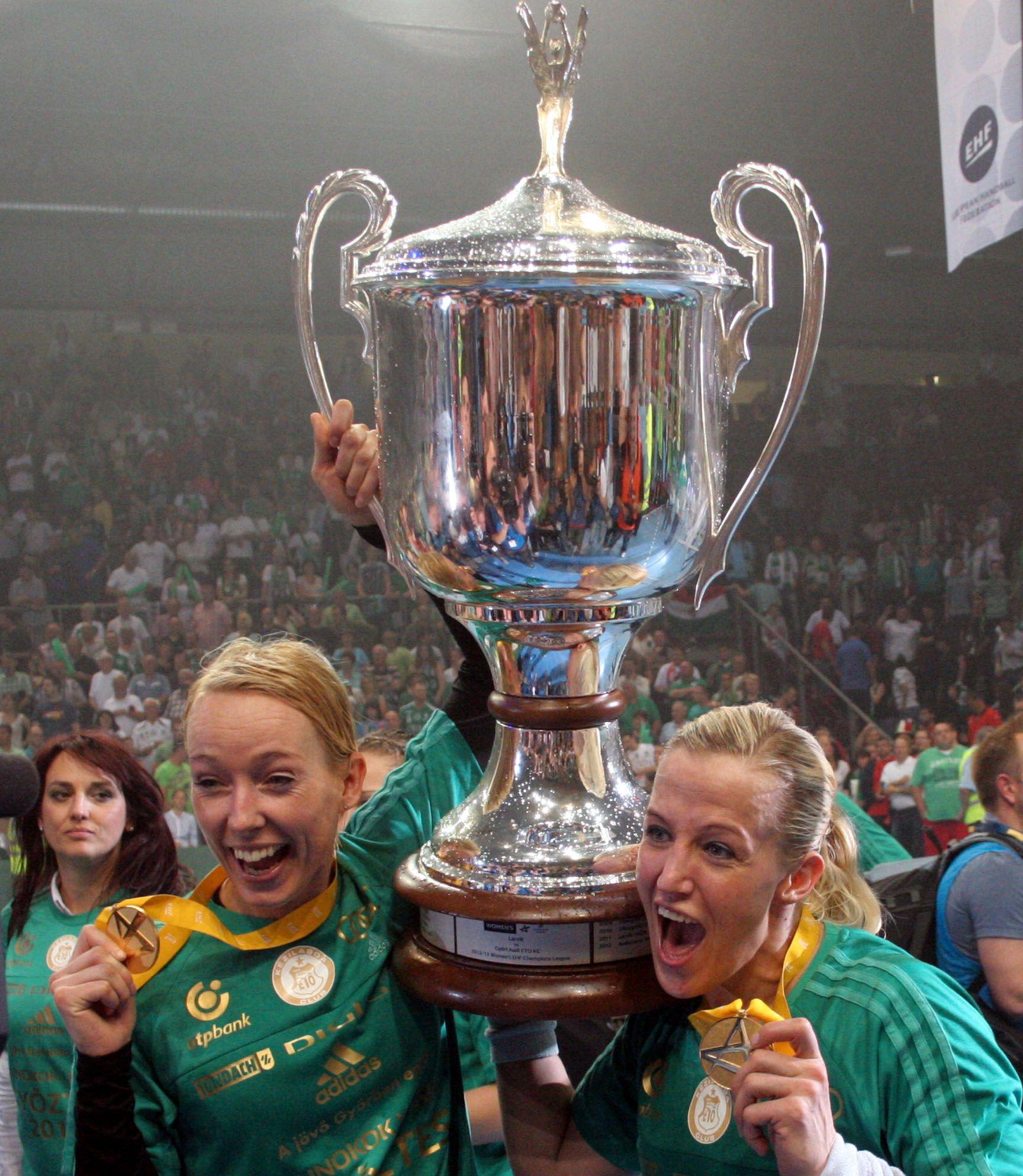I Györ ble det seier i Champions League. Da spilte Heidi Løke (t.h.) sammen med Katrine Lunde.
