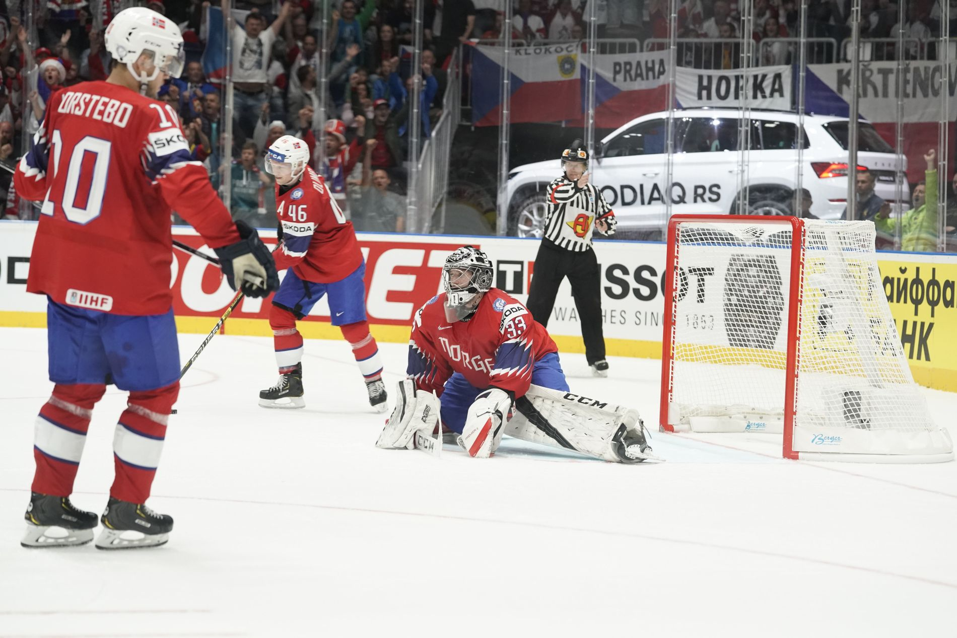 Målvakt Henrik Haukeland og resten av de norske spillerne fikk en tung kveld.