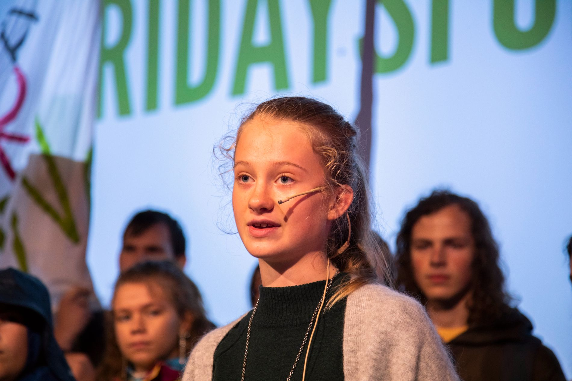 MILJØAGETNT: «Jeg vil ha en fremtid, også når dere er døde», sa Penelope Lea (14) frå Miljøagentene. Ho fekk halde landsmøtets første tale.