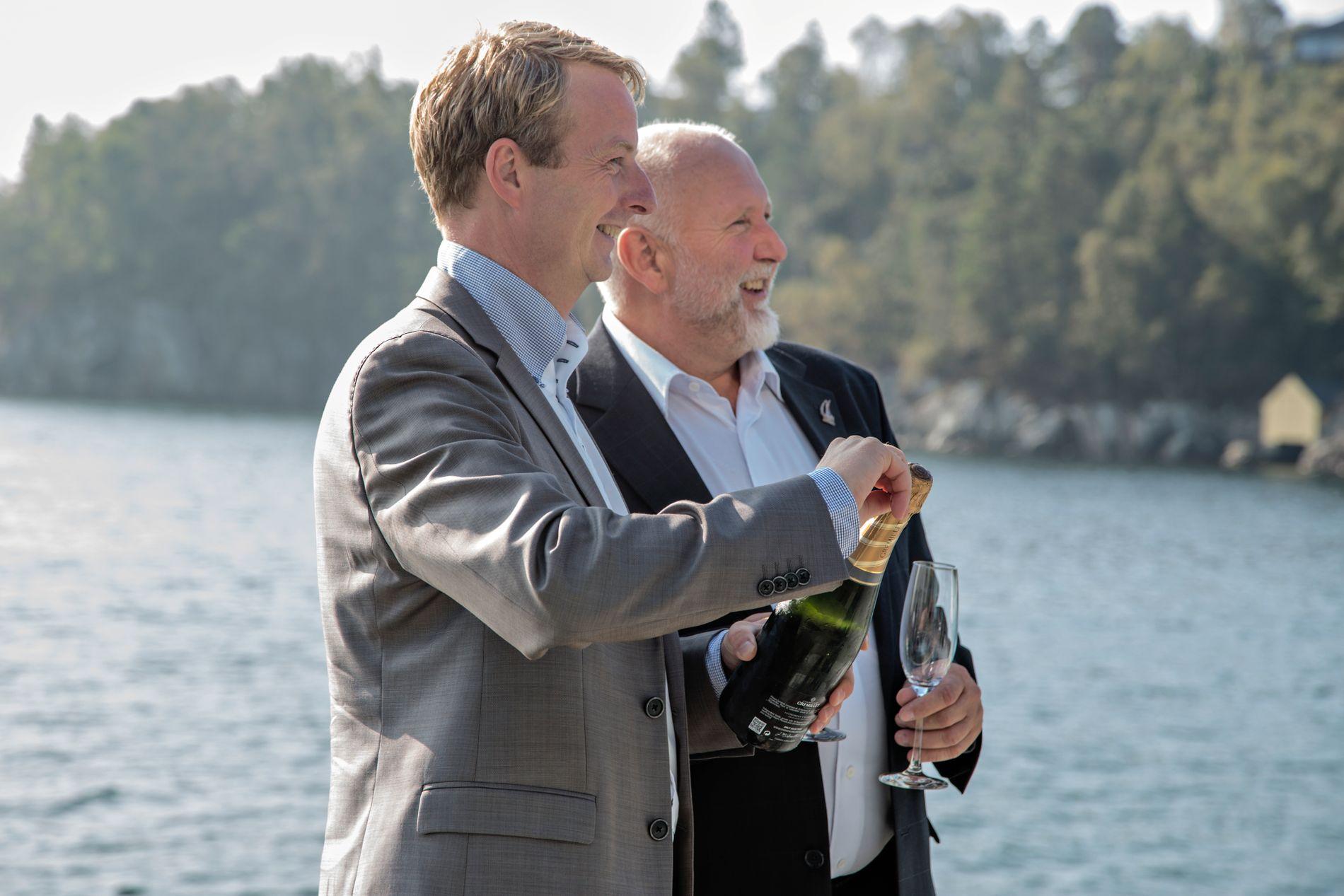 KA? OS! Ordførar Terje Søviknes og utvalsleiar Gustav Bahus, båe frå Frp, står saman om mykje. Her feirar dei E39-vedtak om nyvegen til Bergen i 2014.