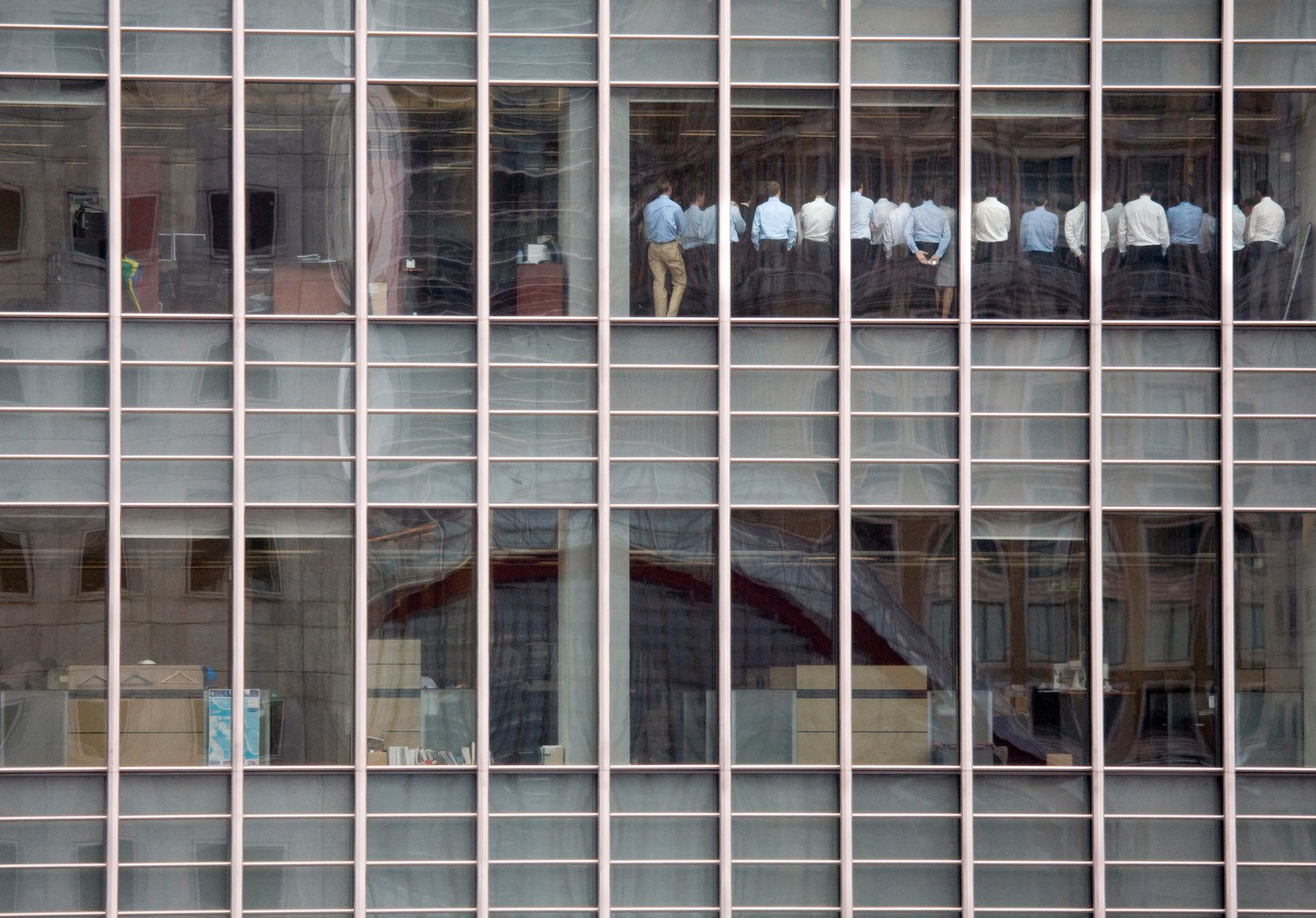 FALLET: Ikonisk bilete frå finanskrisa hausten 2008: Ståande stabsmøte i Lehman Brothers' lokale i London, fire dagar før banken gjekk konkurs.