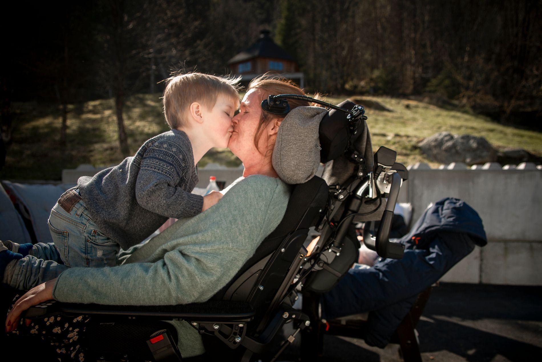 MAMMA: ALS-rammede Vivian Brosvik har en blogg, «Mamma på hjul».