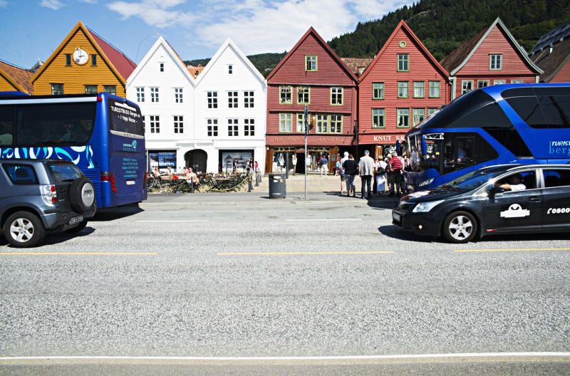 LIVSFARLIG: Hvem har makt til å gjøre Bryggen trygg for syklister, spør Kristine Askvik.