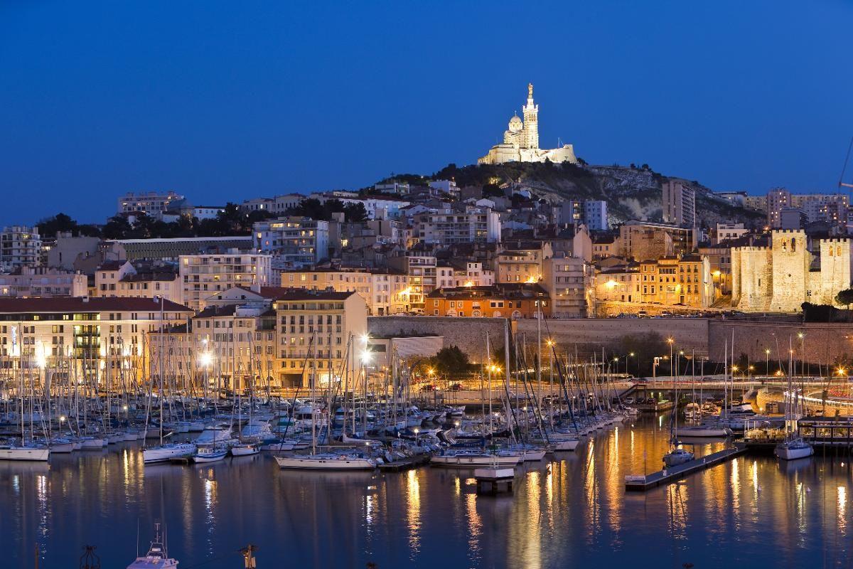 MARSEILLE: Notre-Dame de la Garde rager over havnen i Marseille. (Foto: Camille Moirenc / Corbis / NTB scanpix)