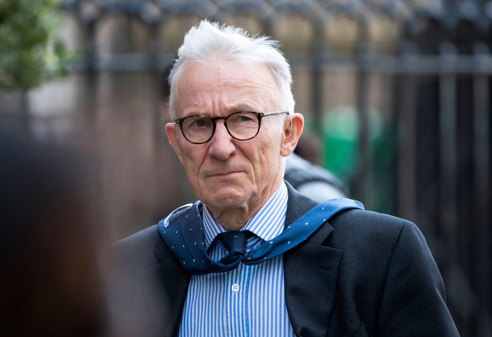 Dommer Raymond Doherty utenfor retten der han torsdag hørte argumenter fra parlamentarikerne som vil stoppe Johnson og fra regjeringens advokat, som mener saken ikke hører hjemme i rettsvesenet. Foto: Jane Barlow / PA / AP / NTB scanpix