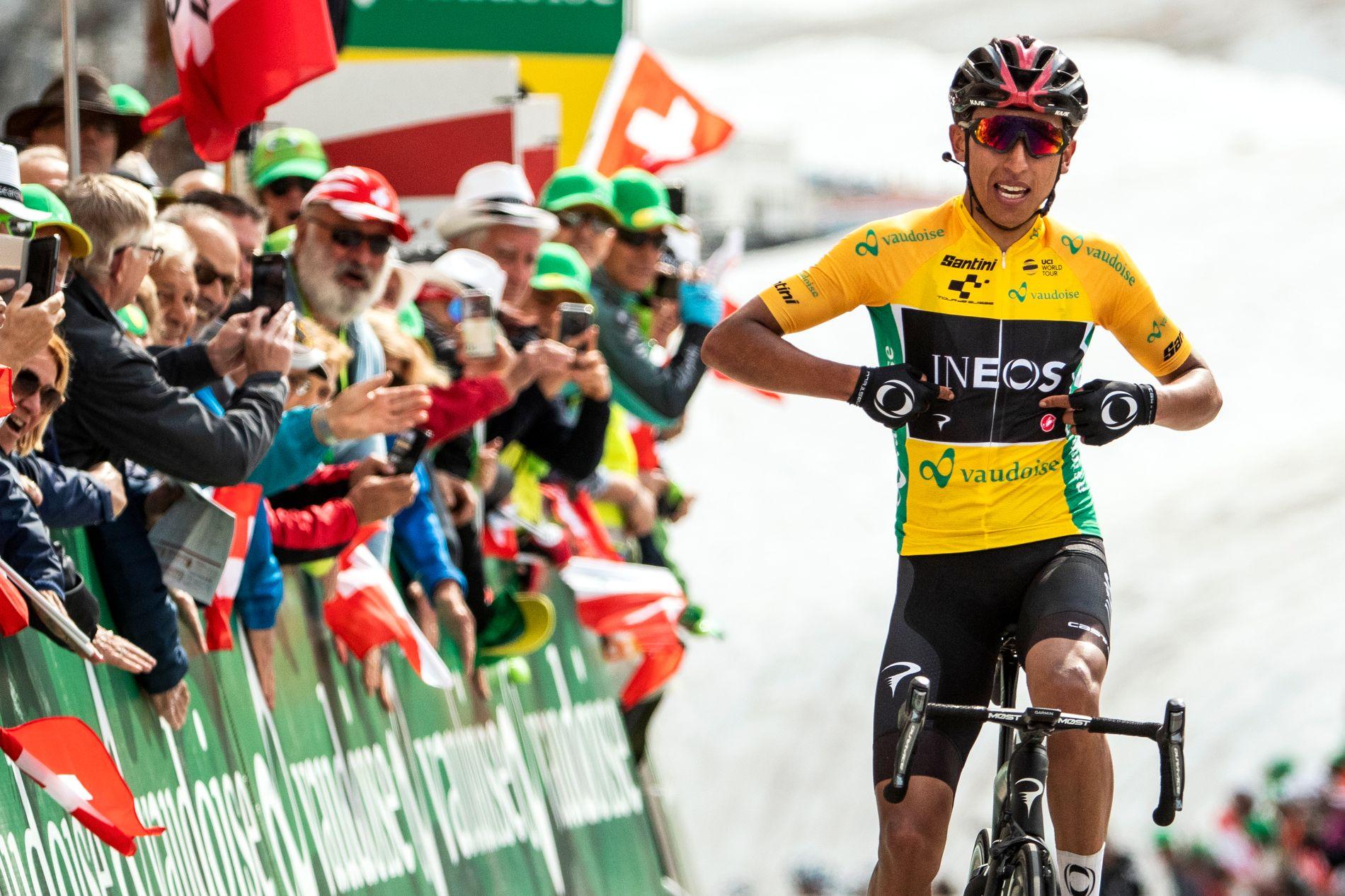 Egan Bernal endte som nummer 15 i fjorårets Tour de France. I år er han en av favorittene. Bildet er tatt da han hadde vunnet den syvende etappen av Sveits rundt sist fredag.