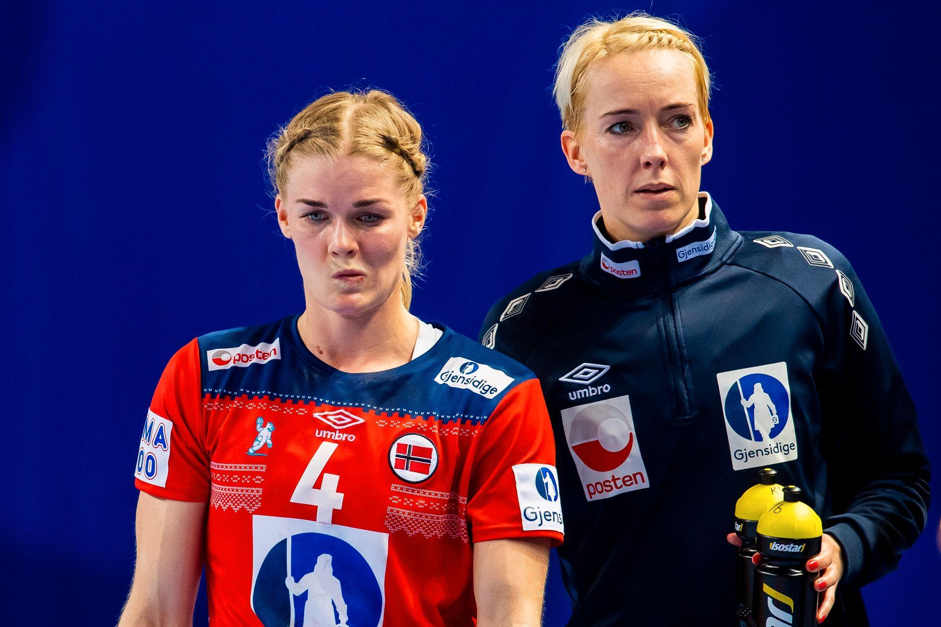 Tøff åpningskamp. Veronica Kristiansen og Katrine Lunde likte det ikke.