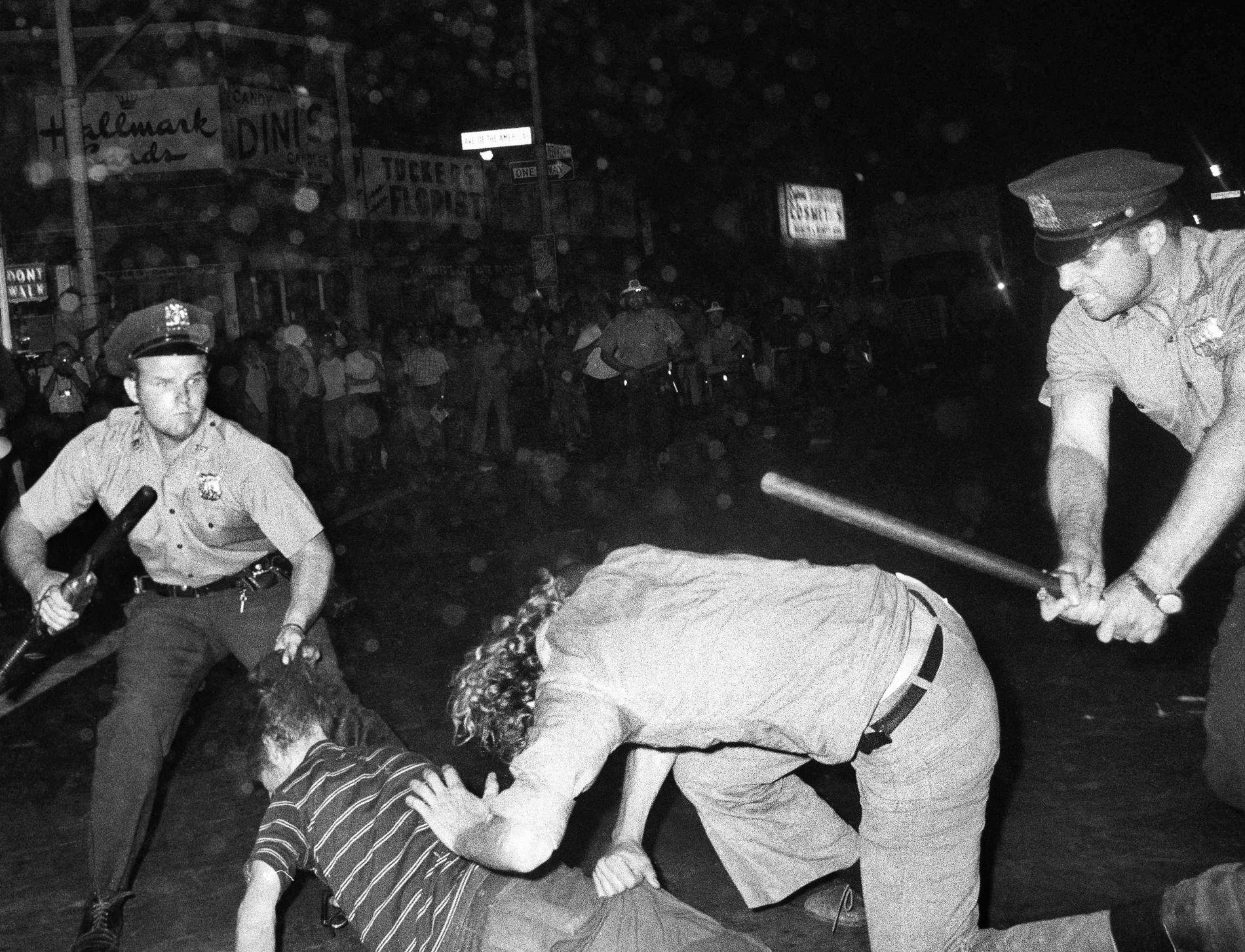 VOLD: For 50 år siden, i 1969, begynte de homofile i New York en kamp mot politiets undertrykking, en kamp som endret historien, skriver gjesteskribent Petter Snare.