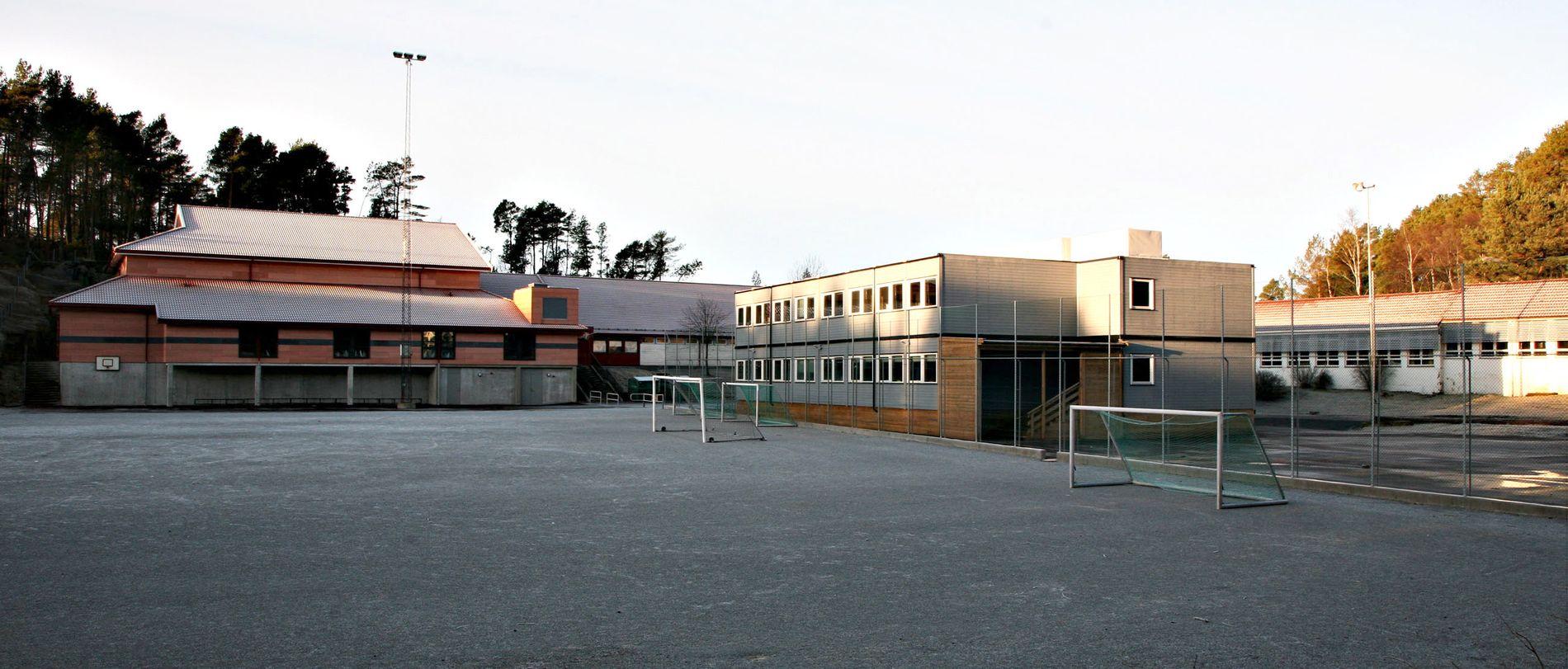 PUSSET OPP: Alvøen skole er blant dem som har fått penger til oppussing. Ny gymsal fikk de i 2005, men gamlebygget er delvis stengt, og åtte klasser må bruke brakker.