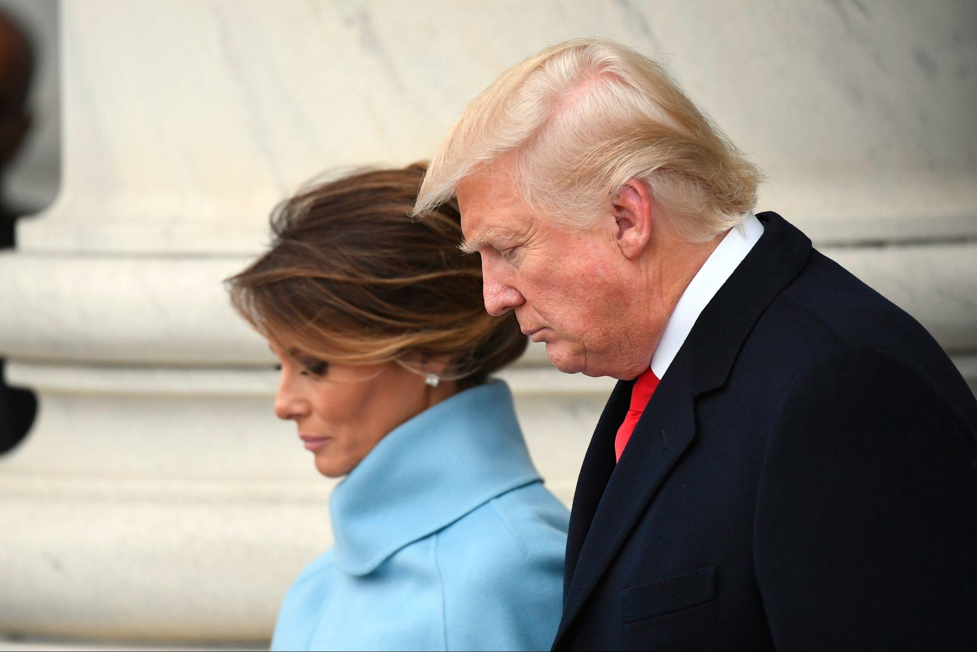POPULISTEN TRUMP: Melania og Donald Trump på vei inn i Det hvite hus etter innsettelsen fredag.