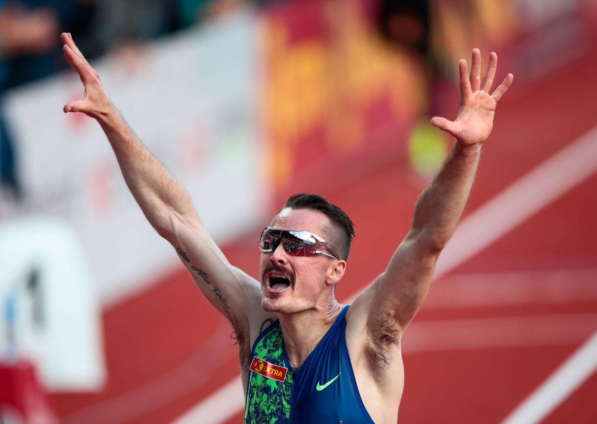 Det har ikke bare vært nedturer for Henrik Ingebrigtsen denne sesongen. Her jubler han over å ha satt ny norsk rekord på 3000 meter (7.36,85) under Bislett Games i juni.