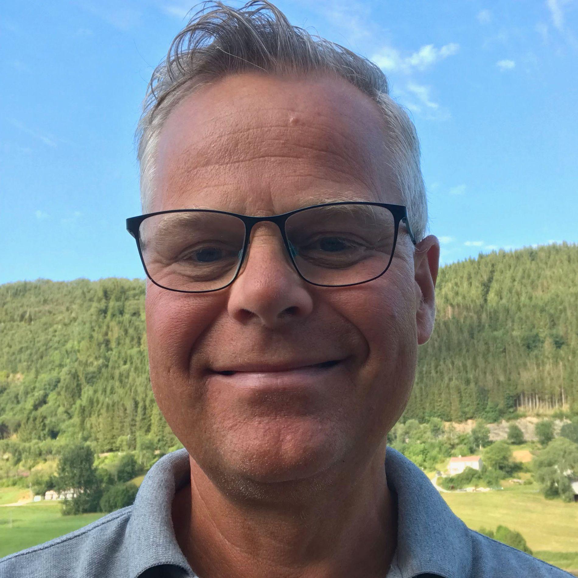 Nils Gunnar Knutsen  sitter som pårørendekontakt i brukerrådet til Arna Helseheim, og har gode opplevelser med eldreomsorgen i Bergen.
