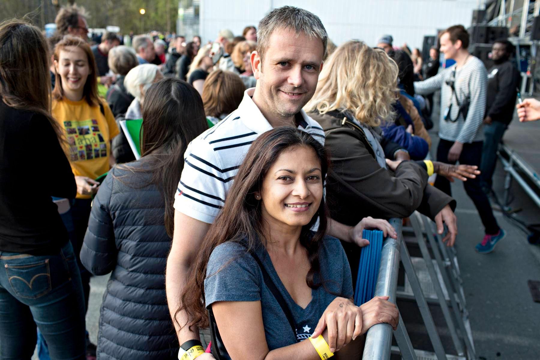 PÅ KONSERT: Asma Ebrahim fra Sør-Afrika endte opp i Norge mye på grunn av A-ha, forteller hun. Her møtte hun også kjæresten Cato Johansen.