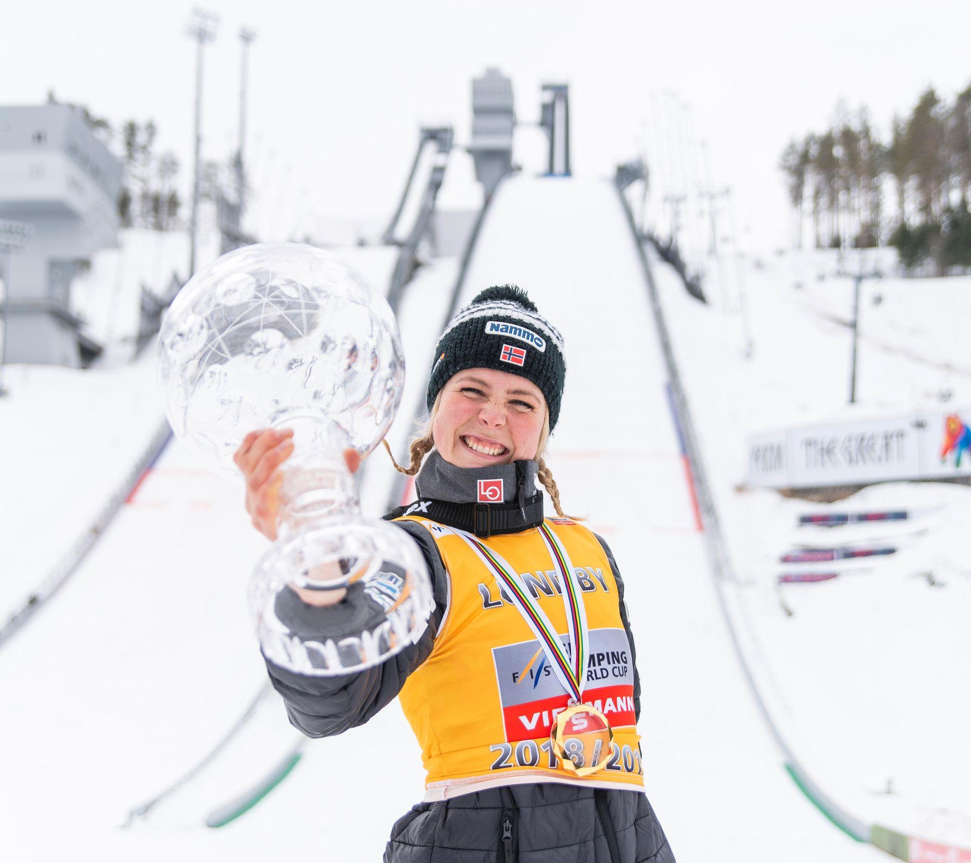 Maren Lundby tok søndag sin 12. verdenscupseier for sesongen. Hun avsluttet med en overlegen seier i russiske Tsjajkovskij.