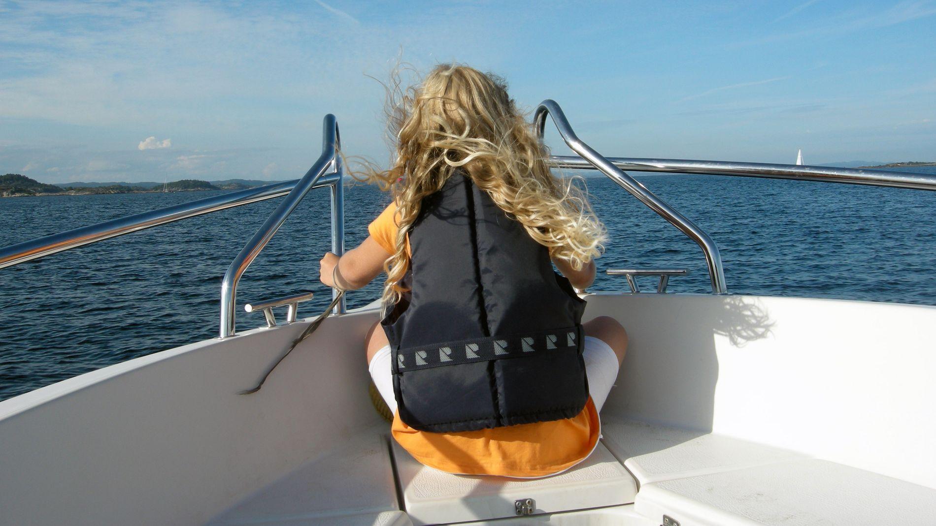 TRYGT: Den tryggeste plassen jeg kan tilby, er i båt. Aldri er voksentettheten større. Vi er alltid flere båter, så all risikovurdering er gjort, skriver barnehageeier og styrer Lise Lauvik.