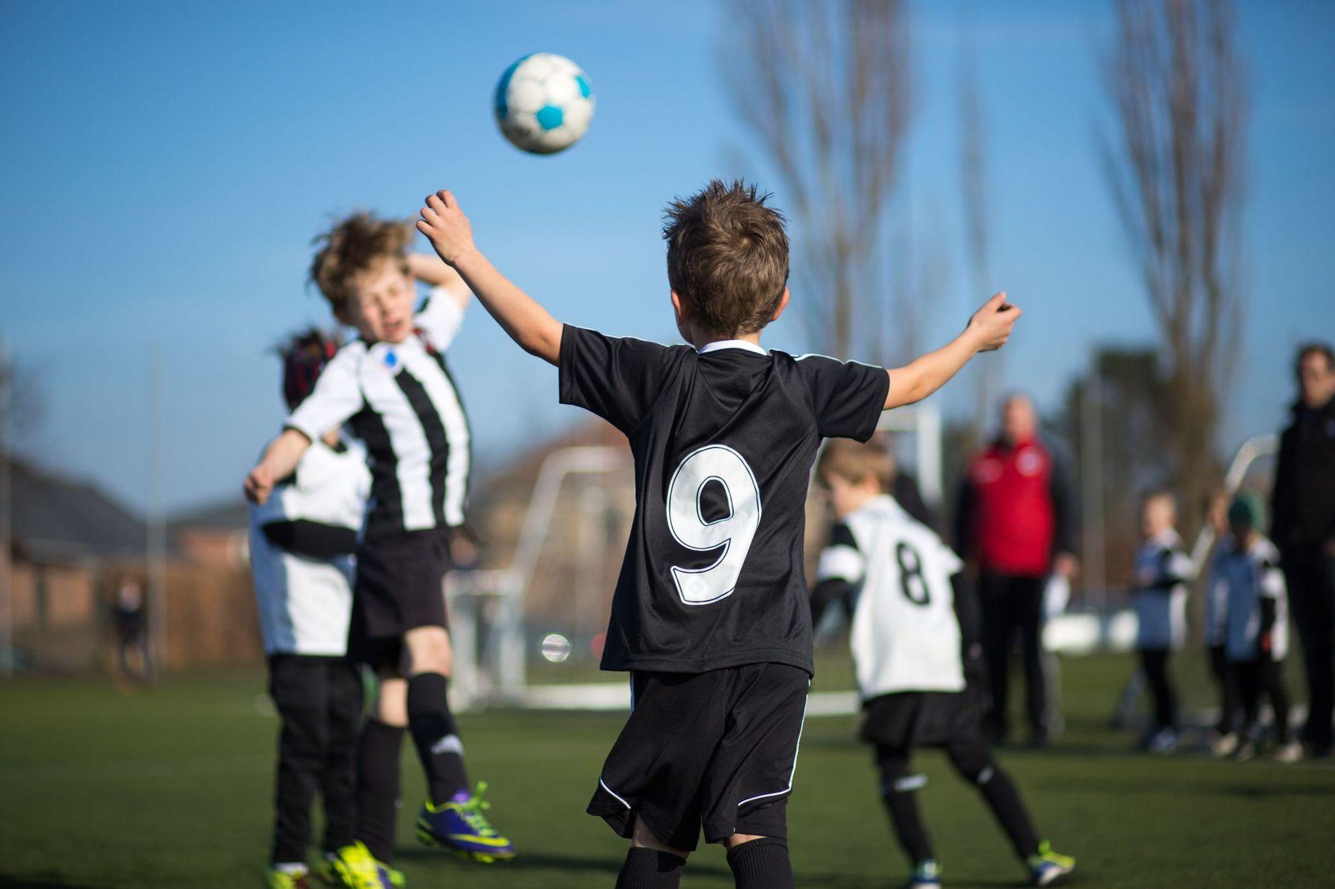LIVET: For mange barn og unge er fotball selve livet. Det er der de puster, ler og utvikler seg. Vi foreldre og besteforeldre håper at du ser det, skriver innsender.