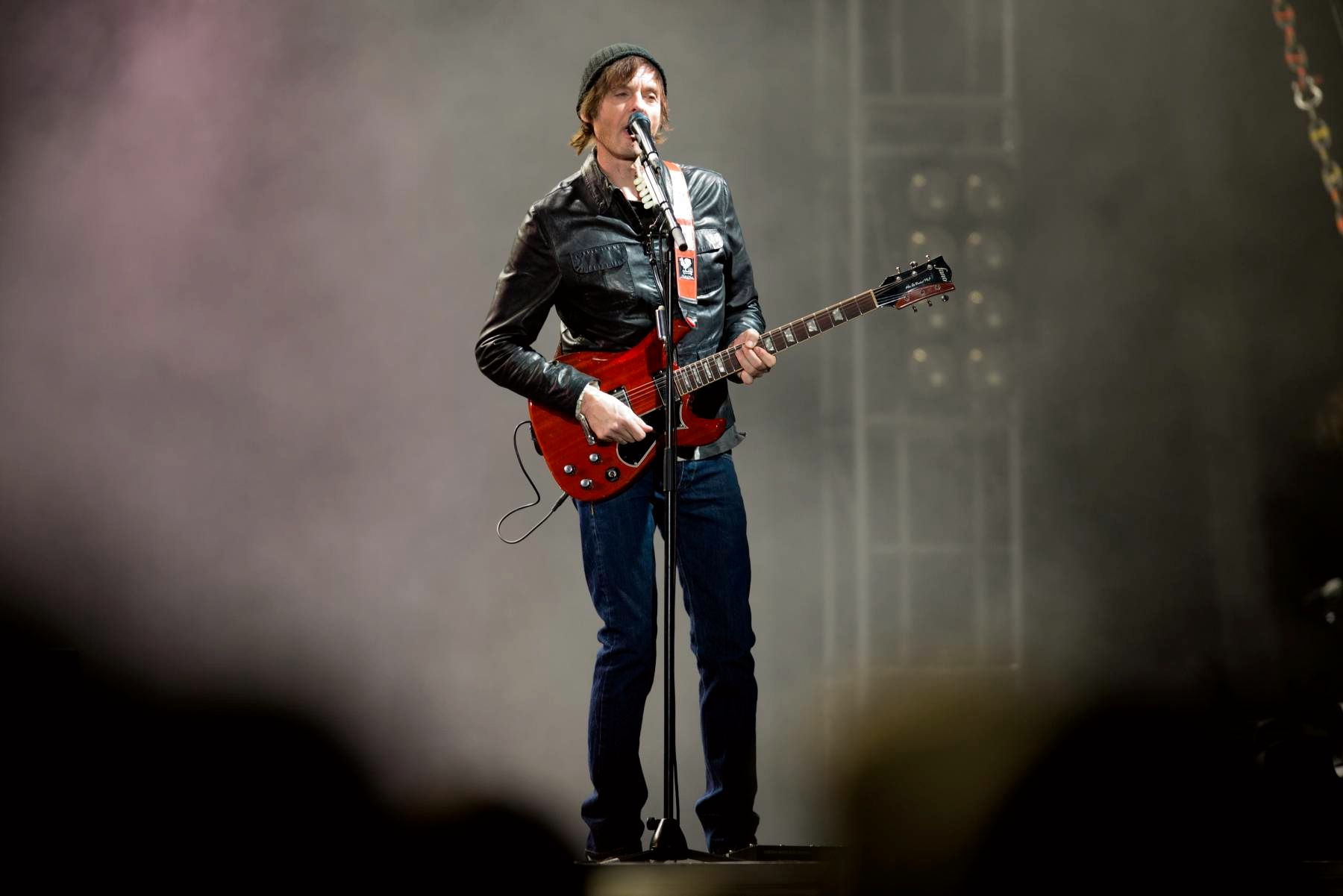 SAVOY: Paul Waaktaar-Savoy på scenen under lørdagens konsert på Koengen.