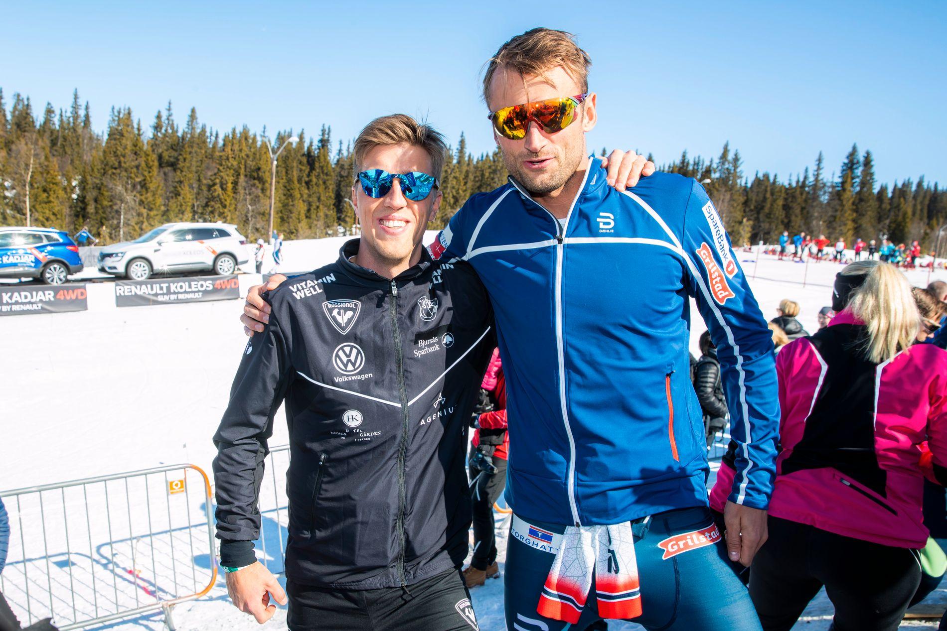 Både Calle Halfvarsson (t.v.) og Petter Northug ble knust da de løp mot Therese Johaug, ifølge Halfvarsson. Bildet er fra showrennet Janteloppet på Hafjell tidligere i år.