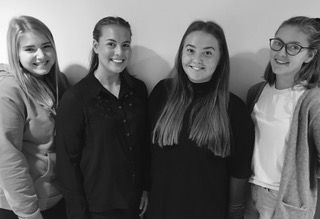 Skribentene Sunniva Eline Hoddevik, Marte Ytreland, Line Undset, Oda Maria Nesheim, alle lærerstudenter i Bergen.