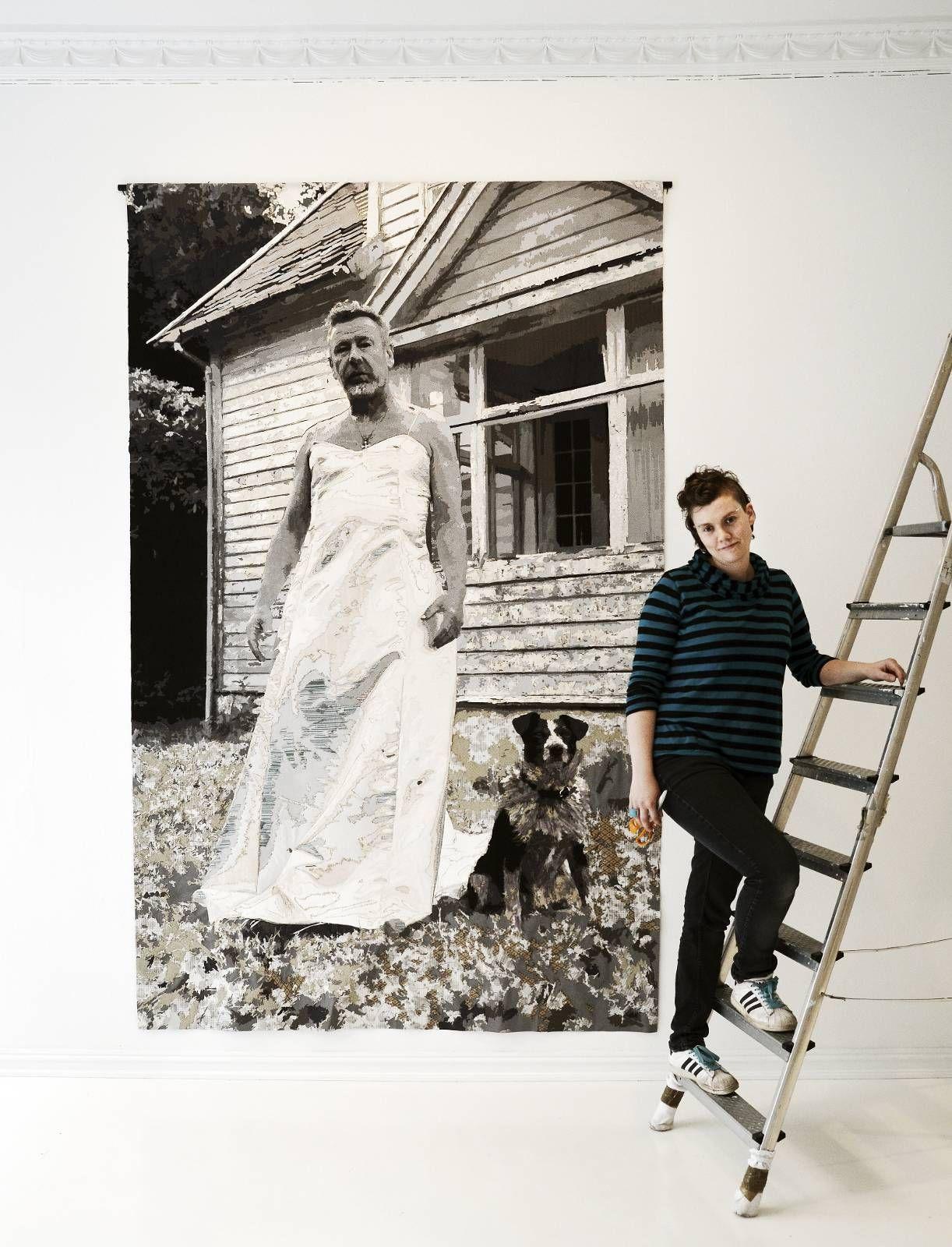 EN ANNEN TOMAS: Karina Presttuns bilder av Espedal iført brudekjole ble tatt foran huset han selv bodde i på Ask. -Det valgte jeg av rent maleriske hensyn. Jeg så de andre bildene, og hvilken bakgrunn de andre mennene hadde valgt, og det eneste stedet jeg kunne komme på var det huset på Askøy.