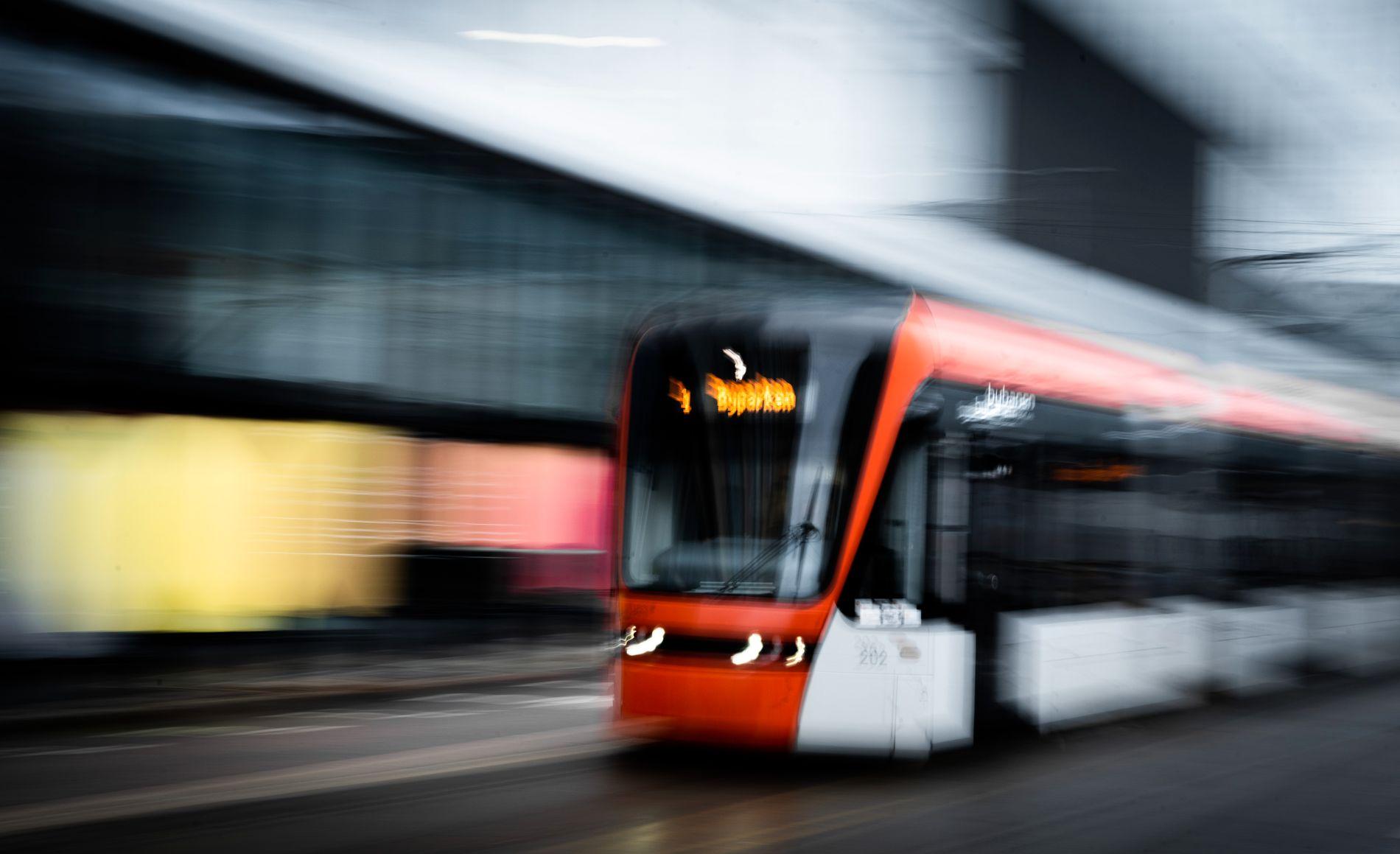 BYBANEN FOSSAR FRAM: – Bybanen har hatt ein passasjervekst på 40 prosent på to år. Kvar femte kollektivpassasjer i Hordaland tar Bybanen, skriv Morten Myksvoll.