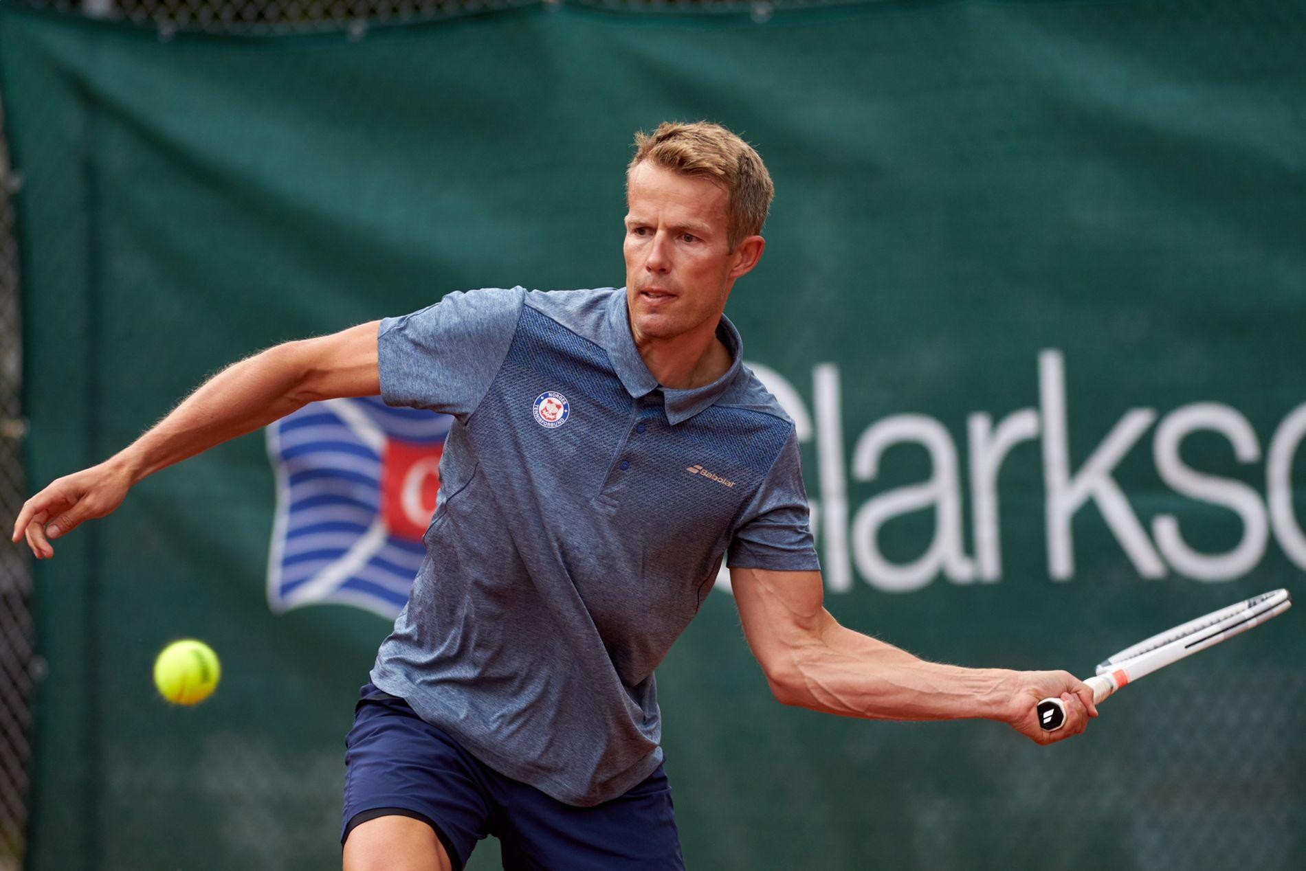 Generalsekretær i Norges Tennisforbund Alexander Kjær foreslår en kamp mot Thale Myhre.