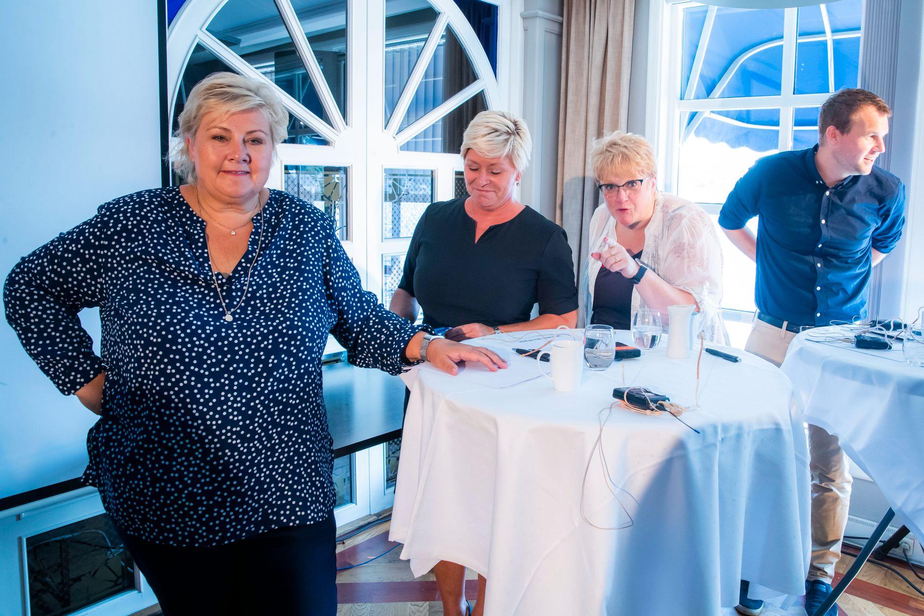 GODE PÅ UENIGHET: Statsminister Erna Solberg og gjengen er gode på å lage drama. Denne gangen er de uenige om den aller største saken i valgkampen, noe som gjør det hakket mer spennende enn vanlig.