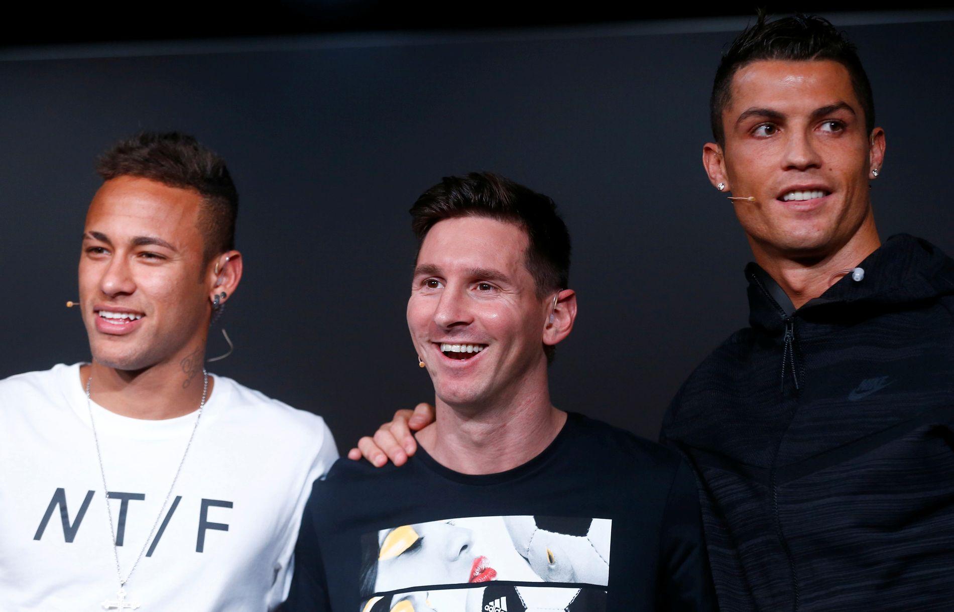 Neymar (t.v.), Lionel Messi og Cristiano Ronaldo slet med å prege VM. Sistnevnte får likevel plass på FIFAs VM-lag. Førstelleveren er stemt frem av fansen.
