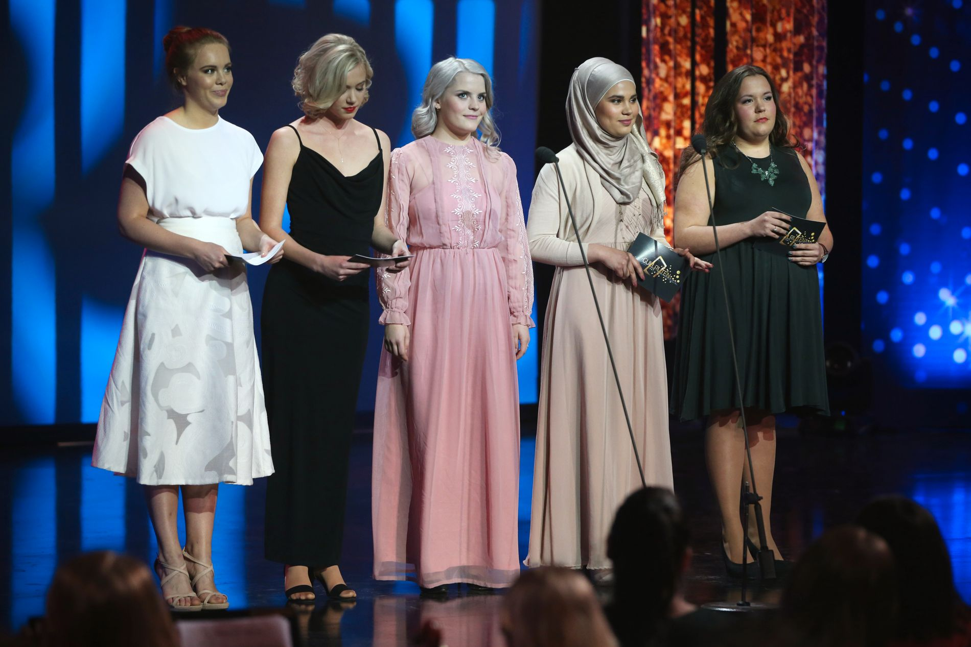 SNEKET INN: Skuespillerne i Skam gjorde sin første offentlige opptreden som seg selv under Gullruten, og delte også ut første pris.