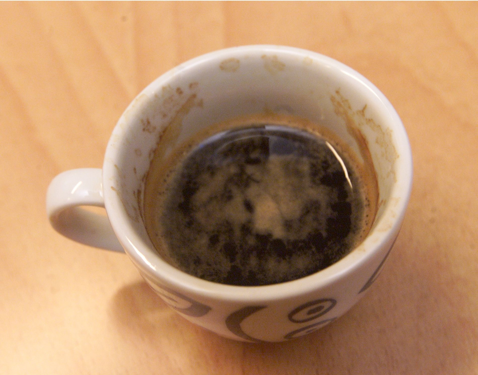 KAN IKKE FÅ DET: Kan jeg få lukte på kaffekoppen din?