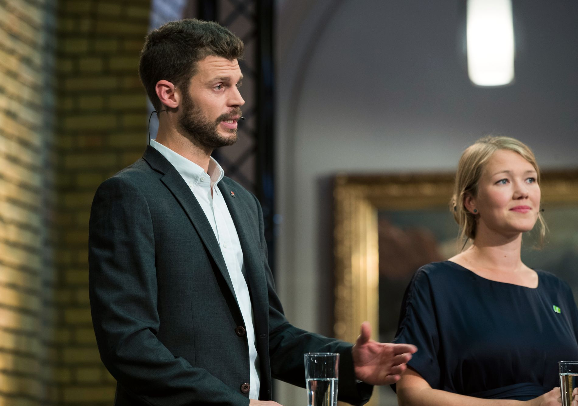 TINGFOLK: Bjørnar Moxnes (Raudt) og Une Aina Bastholm (MDG) sit båe to på Stortinget. Heime er det småtinget som regjerer. Det må det vere mogleg å kombinere, meiner BT.