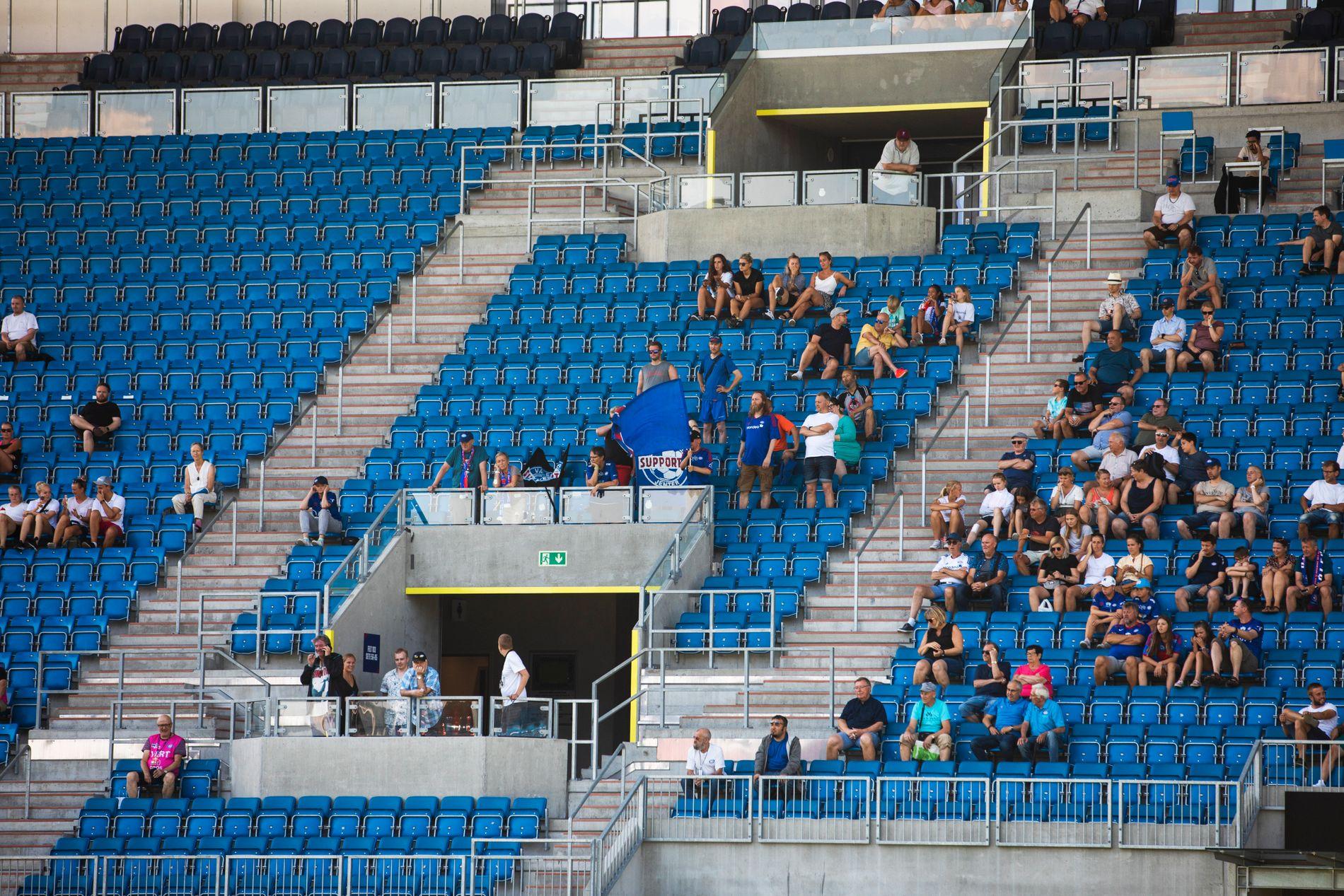 Det var glisne tribuner på Intility Arena da Vålerenga tok imot Sandviken. Det offisielle tilskuerantallet var 374.