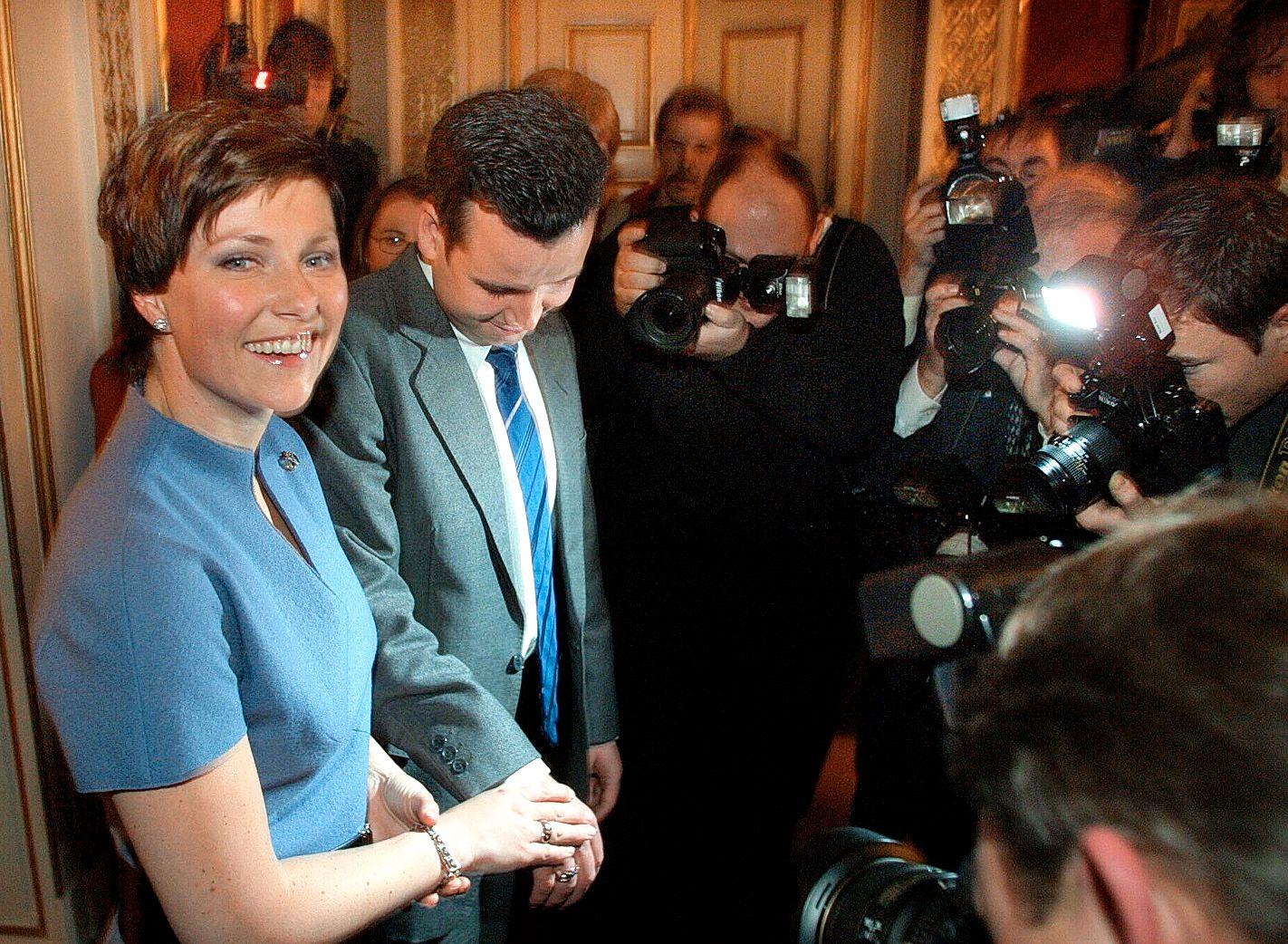 FORLOVET: Paret forlovet seg i desember 2001.