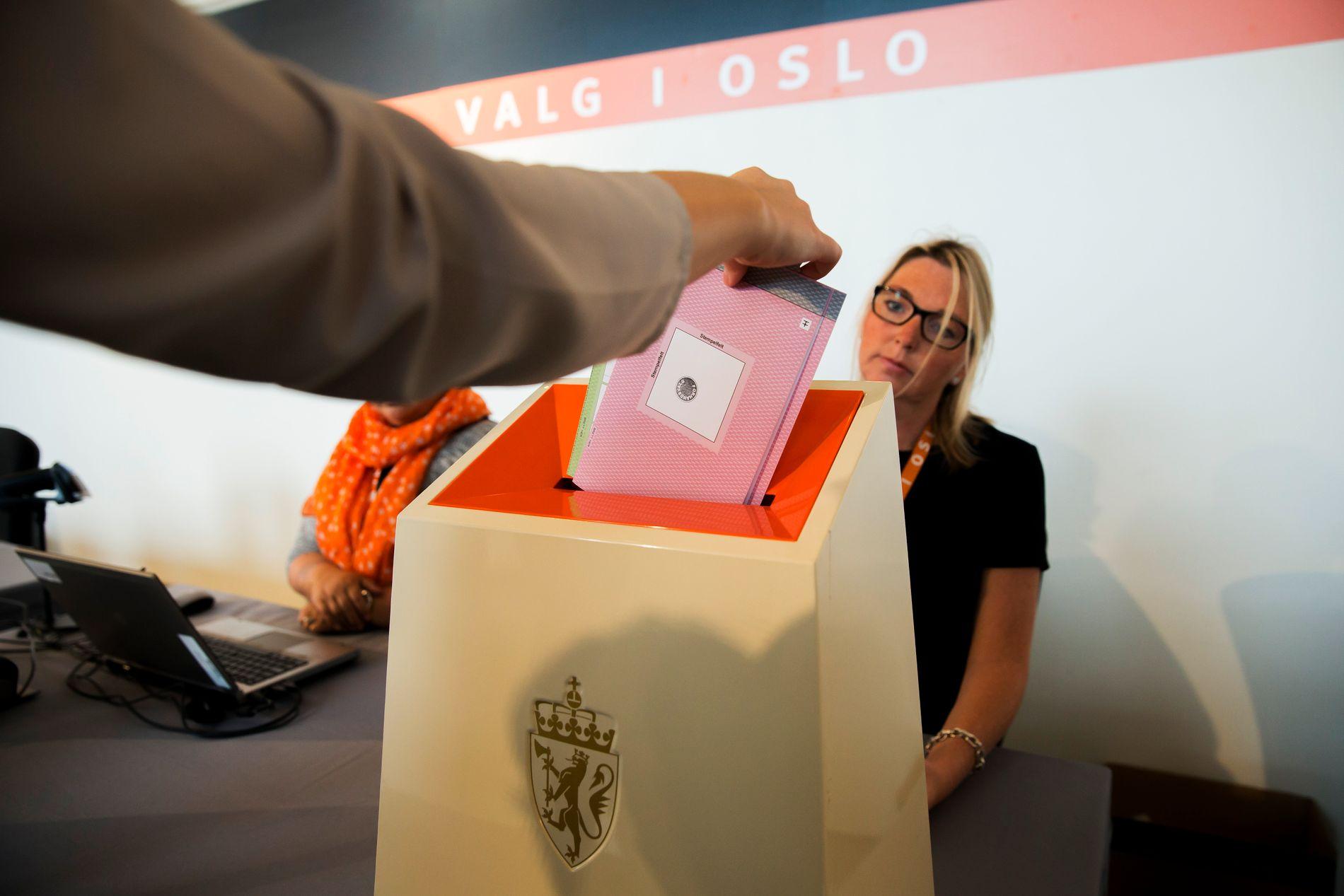 DEMOKRATI: – Det er ulovleg å drive stemmepåverknad i Noreg – det inkluderer å forplikte nokon til å ikkje stemme, meiner BT.