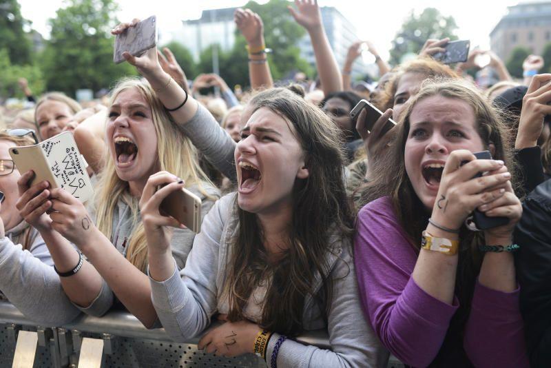 bilder av jentene på konserten.jpg