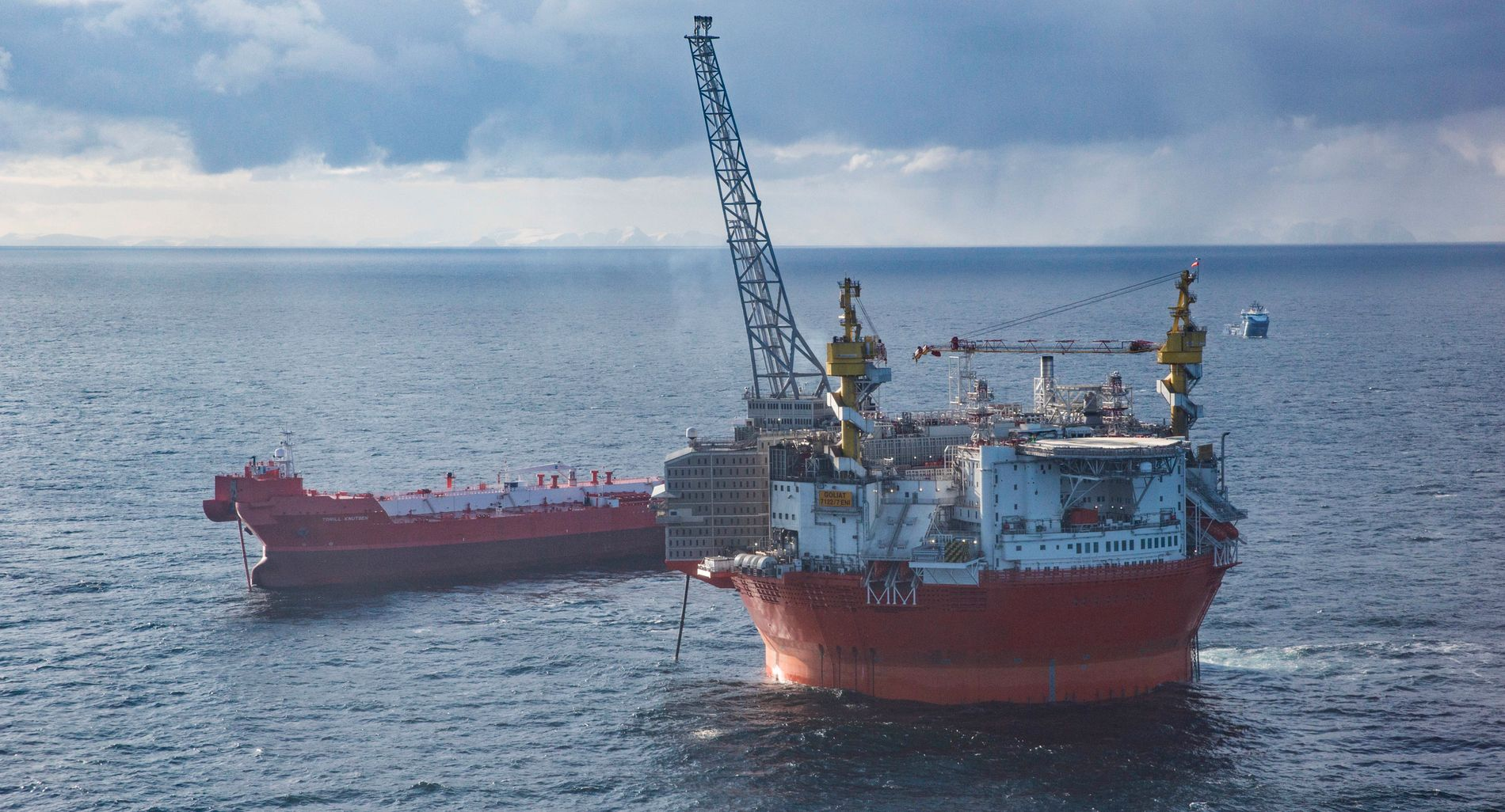 KLIMAKAMP: Staten har tildelt nye lisenser til boring i Barentshavet, lenger nord enn områdets første oljeplattform, Goliat (bildet).