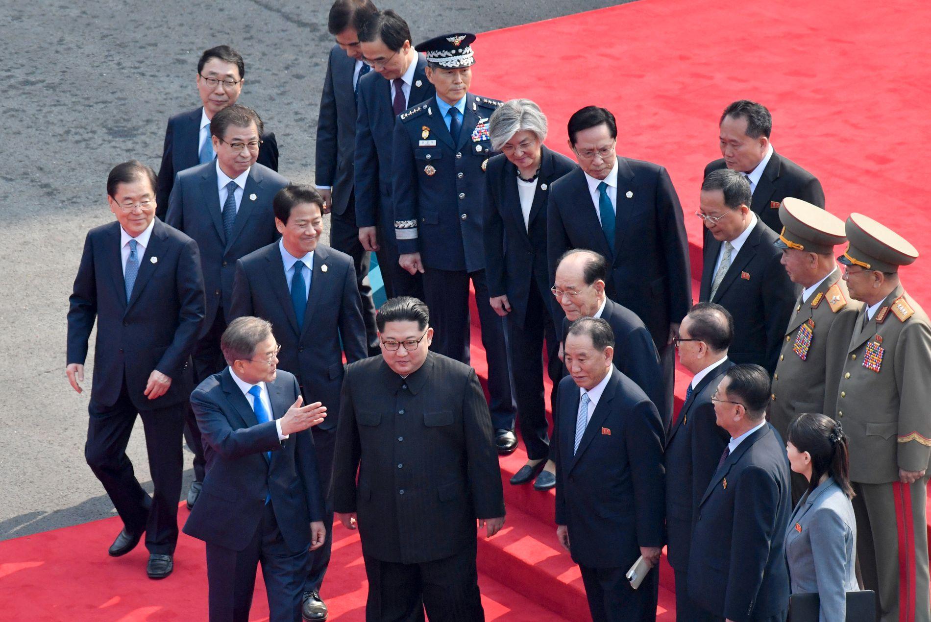 FØRSTE MØTE: Fredagens møte er første gang Kim og Moon møtes, samtidig som det er det første toppmøtet mellom nord og sør på 11 år.