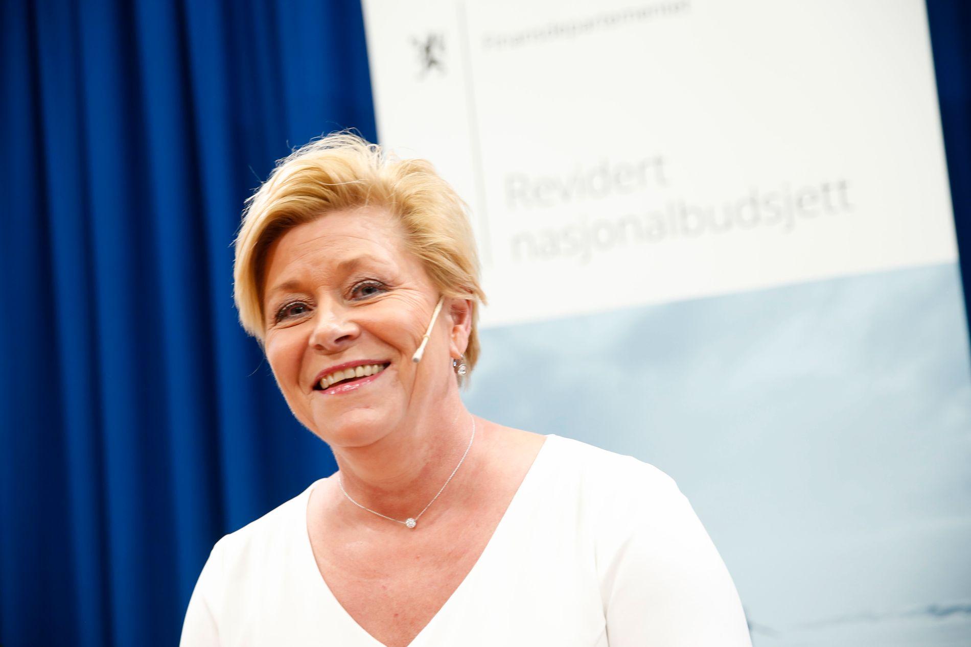 Finansminister Siv Jensen ba kritikerne lese grundig analysene og vurderingene som ligger til grunn for finanspolitikken. Foto: Stian Lysberg Solum / NTB scanpix