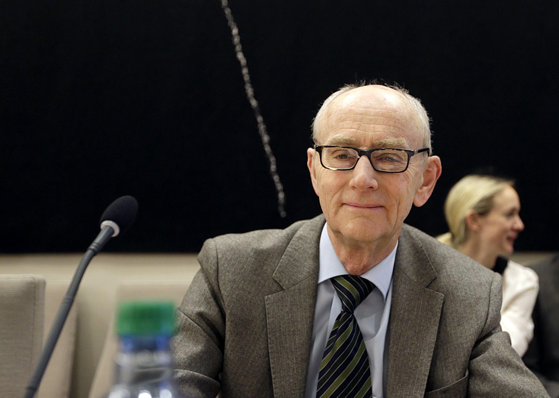 UNDERGRAVER: Hemmeligholdet, slik det er begrunnet, vil undergrave den rettslige og politiske kontrollen med avtaler av stor økonomisk og helsepolitisk betydning, advarer professor emeritus, Jan Fridthjof Bernt.