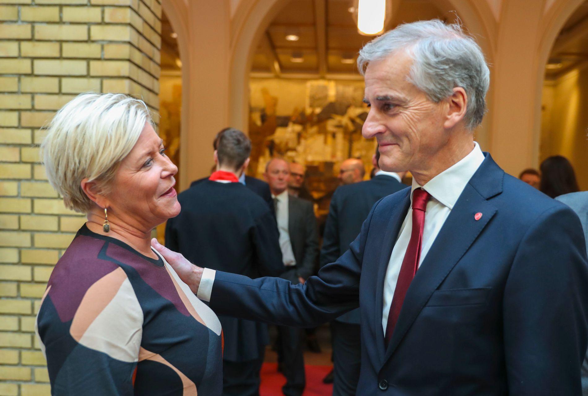 TO ULIKE: Partilederne Siv Jensen (Frp) og Jonas Gahr Støre (Ap) er intense motstandere, men partiene beveger seg stadig over i hverandres territorier.