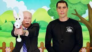 FORKLEDD MOSSAD: Komikeren Sacha Baron Cohen spiller inn våpenreklame rettet mot barnehagebarn.