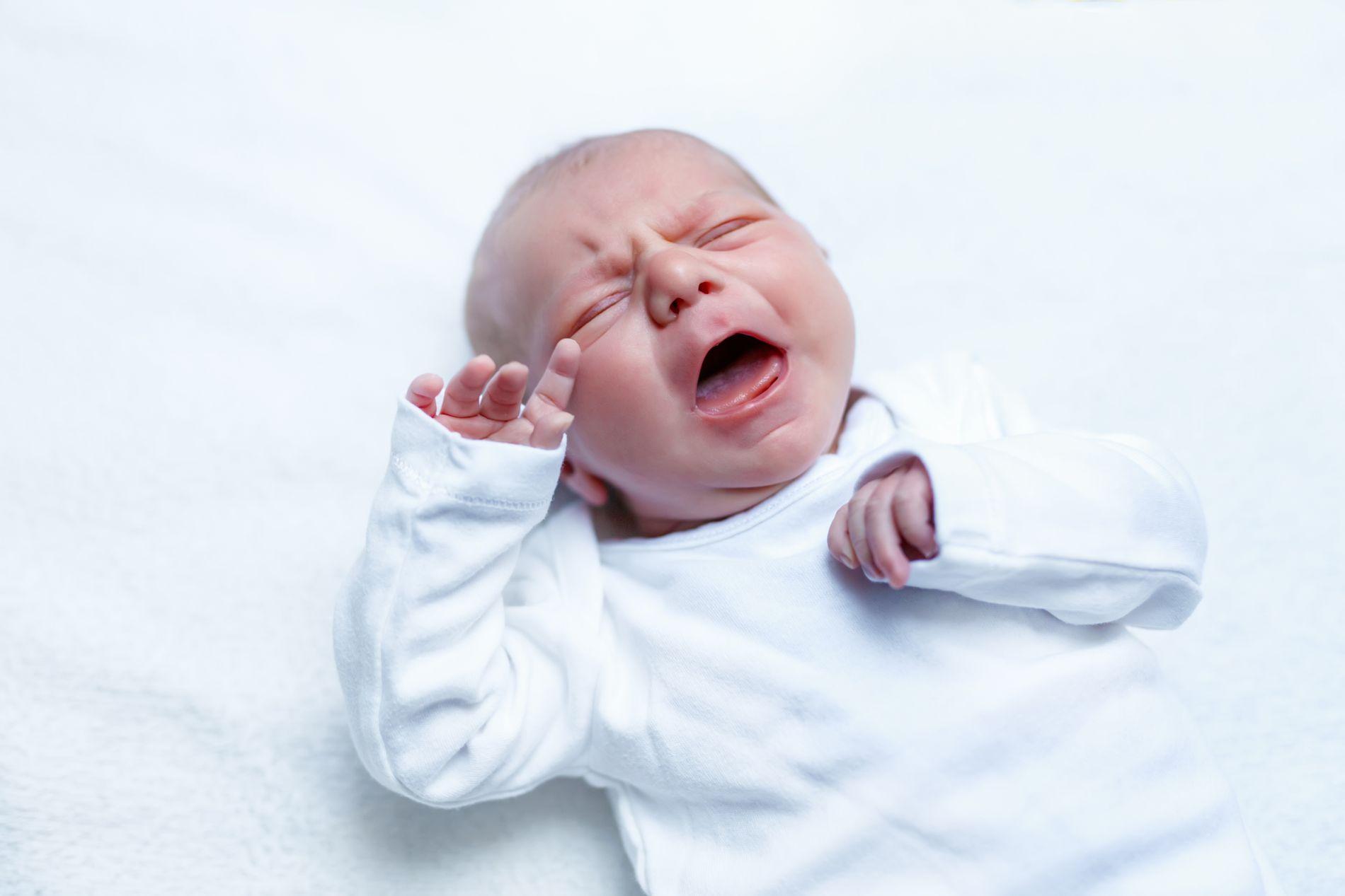 GRÅTEKUR: Mødre blir anbefalt å la småbarn gråte seg i søvn. «Jeg vet jeg har tusenvis av mødre i ryggen når jeg sier at dette er GALT!» skriver innsenderen, som også er kritisk til at mødre blir tvunget til kortere permisjon.