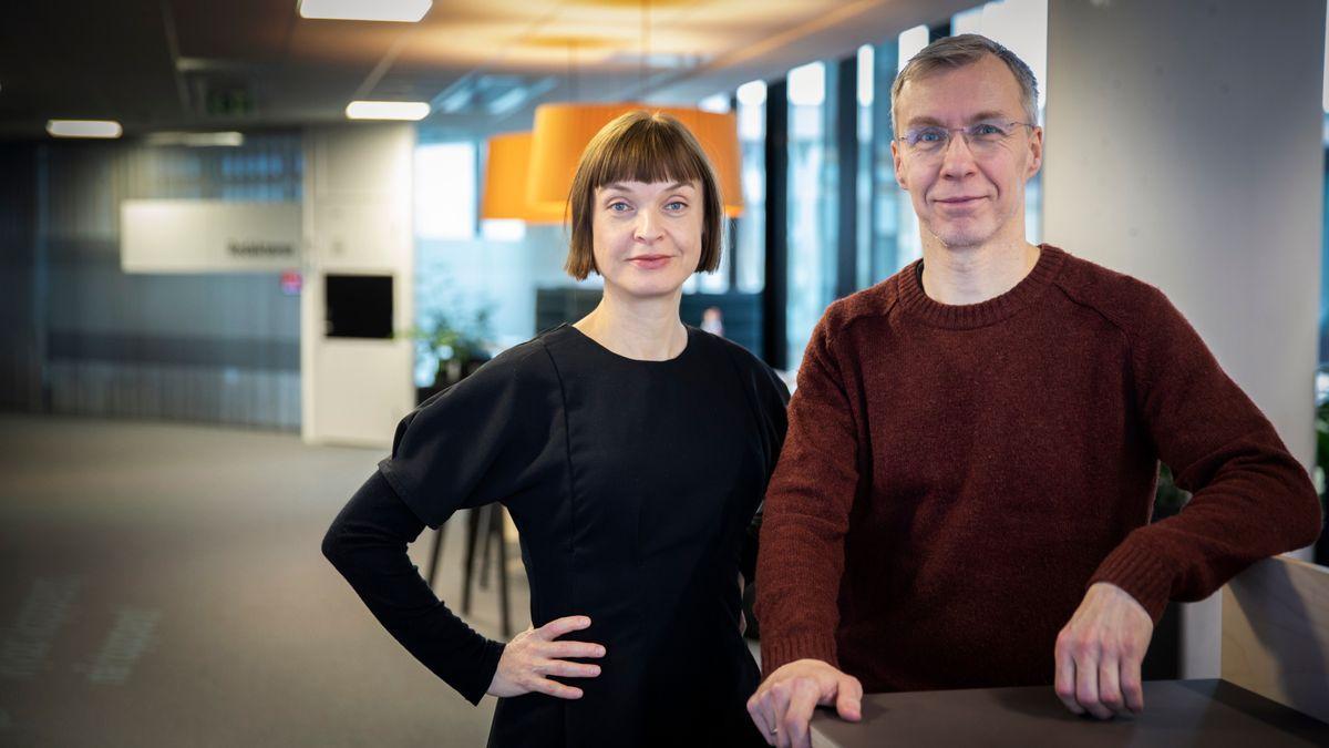 BT20: I vekas episode kan du høyre kommentator i BT, Hans K. Mjelva forklara årsaka til ferjekrisa. Her saman med programleiar-stand-in Tonje Aursland.