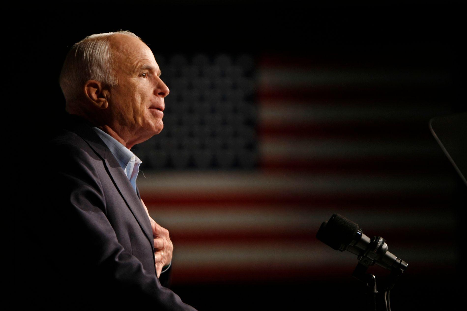 KRIGSHELT: Den avdøde amerikanske senatoren og krigshelten John McCain skal begraves neste søndag.