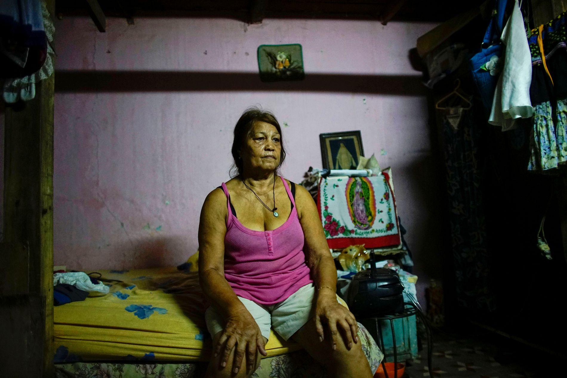 ØDELAGT HUS: Berta Rodriguez (71) fikk hjemmet sitt i Havanna ødelagt under Irma. Naboen hennes omkom da taket på huset kollapset.