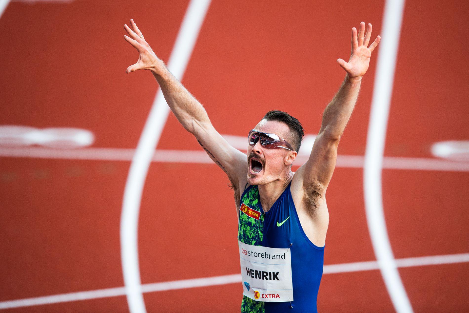 Henrik Ingebrigtsen jubler etter å ha slått den 18 år gamle norgesrekorden på 3000 meter.