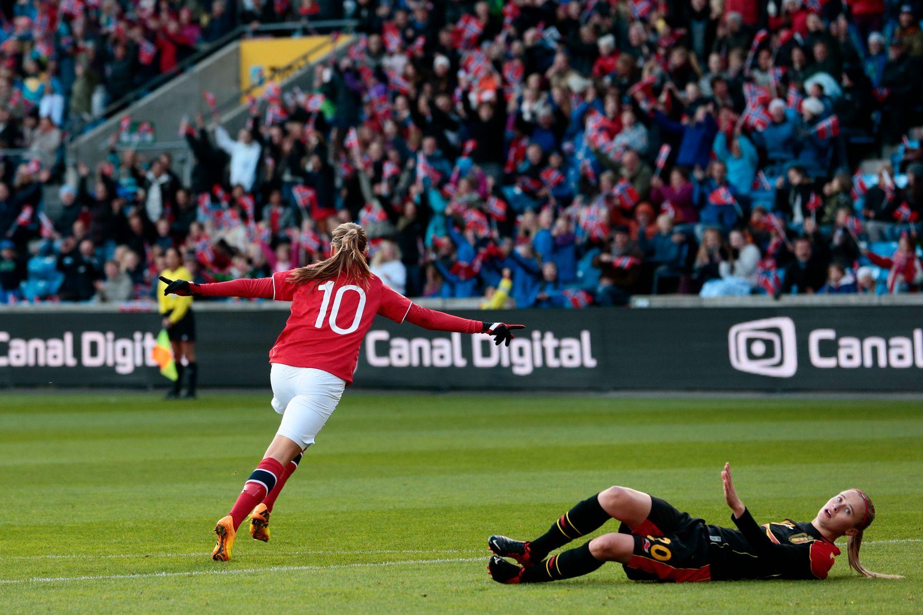 Mot Belgia i 2013 kunne Caroline Graham Hansen juble foran 4233 tilskuere da hun scoret kampens første mål etter fem minutter.