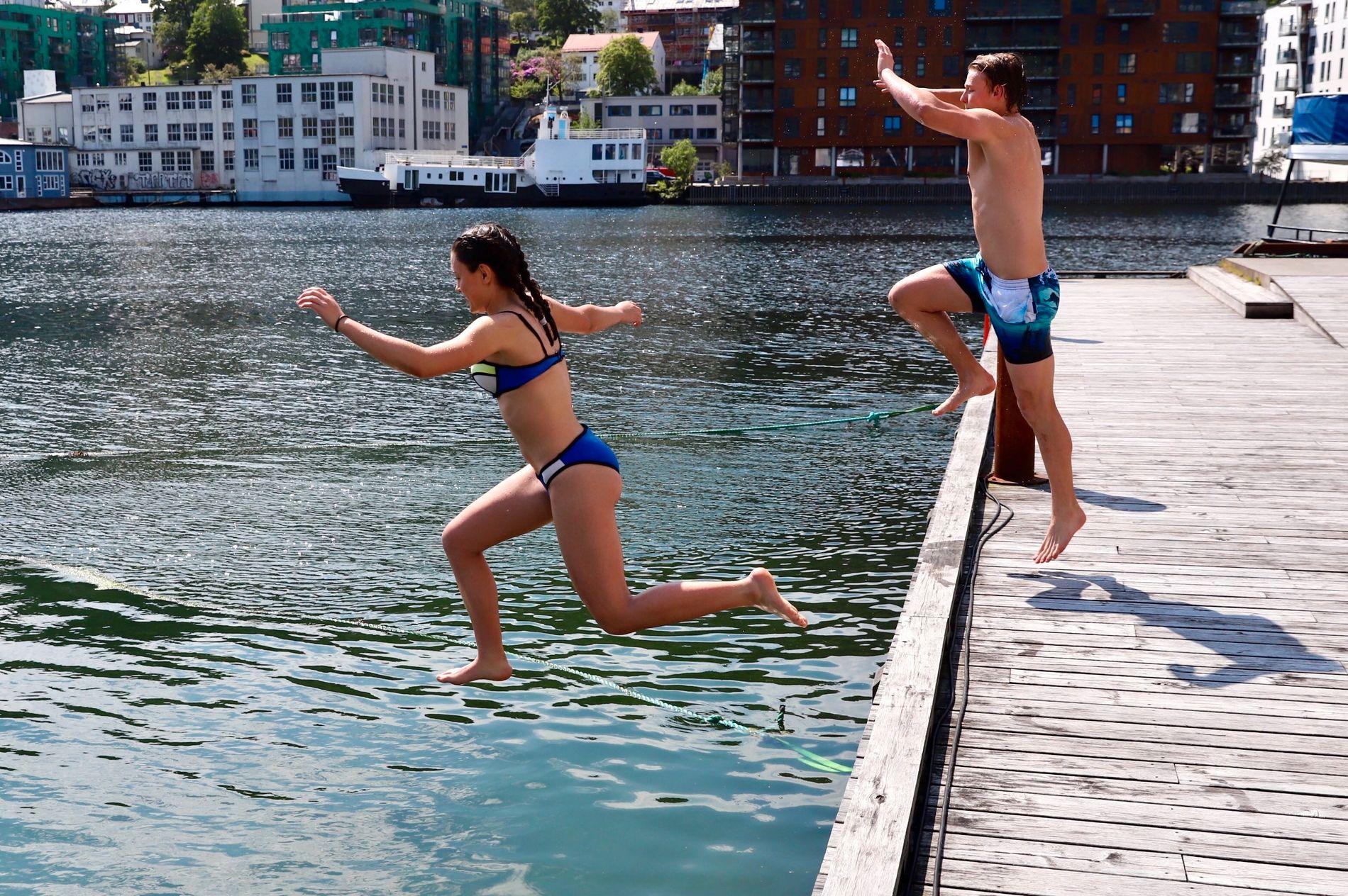 VARMT: Til helgen kan det bli så varmt at badenymfer kan hoppe i havet.