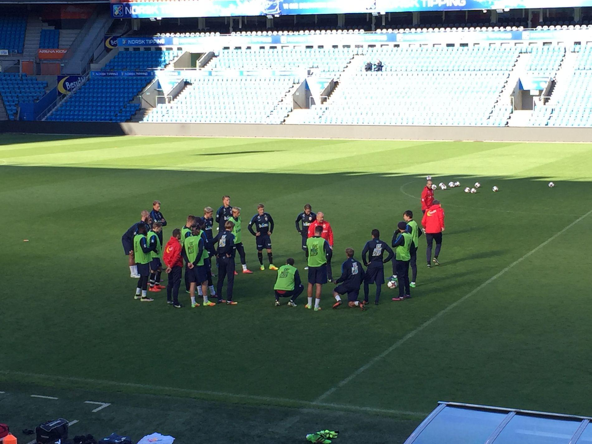DRILLET: Per-Mathias Høgmo ser ut til å ha klart for seg hvem han ønsker å starte med mot Aserbajdsjan lørdag. Her fra onsdagens trening i Oslo.