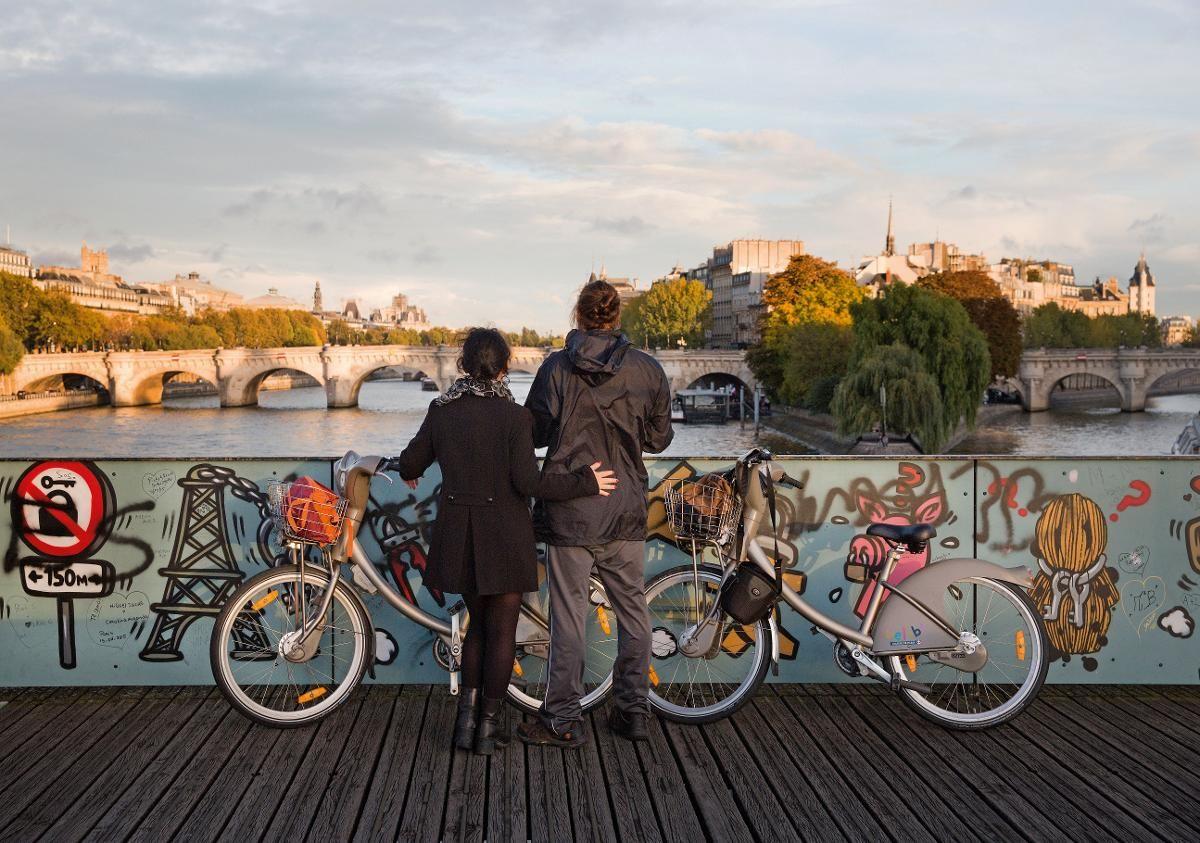 EN DAG I PARIS: Utsikt mot de to øyene på Seine.